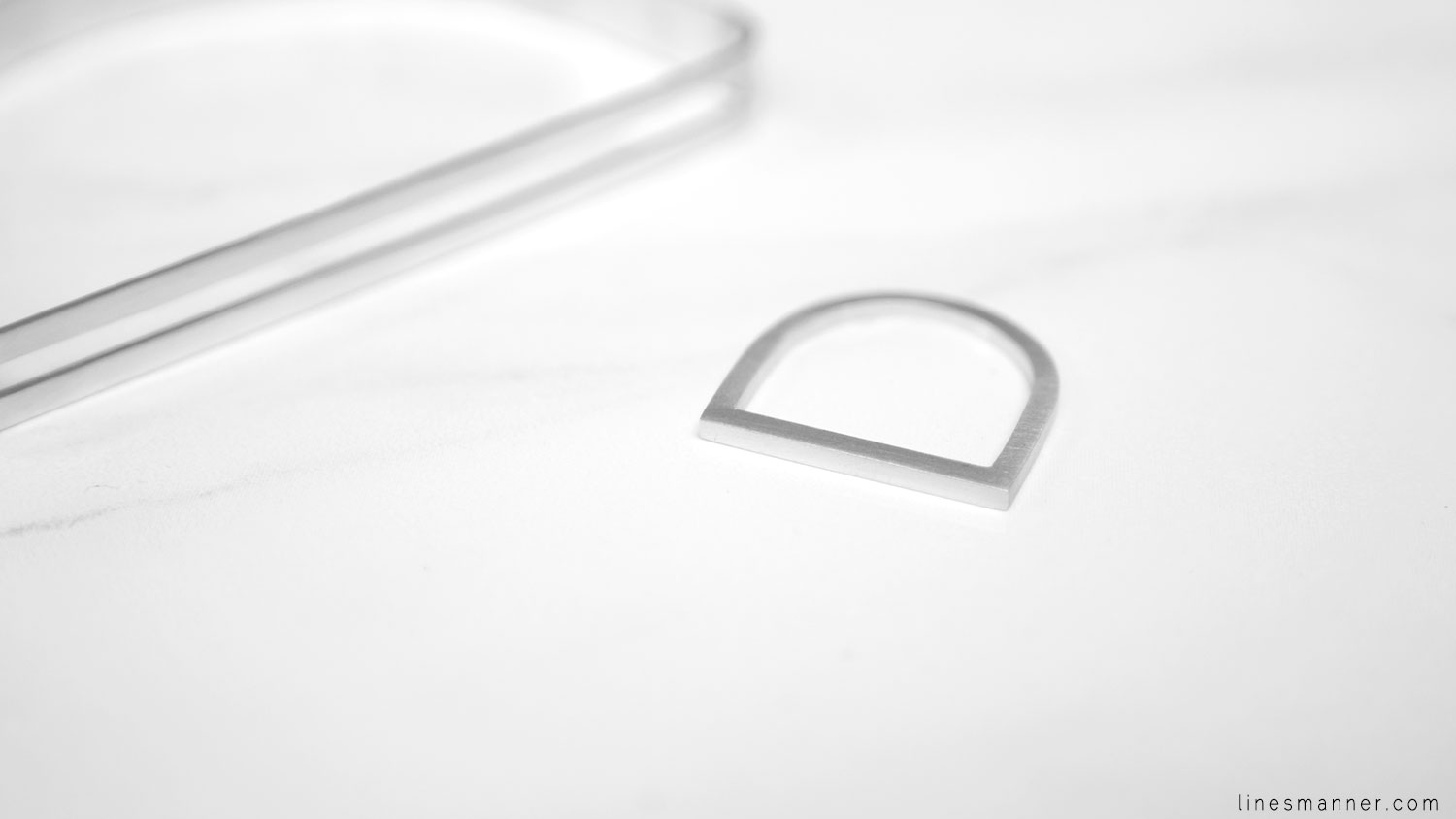 Lines-Manner-Timeless-Modern-Minimalism-Minimal-Designer-Montreal-Designed-Hand_made-Man_Made-Linear-Arc_Jewellery-Montreal-Ring-Bracelet-Essentials-Jewelry-Jewellery-Quality-Fresh-Brightly-1