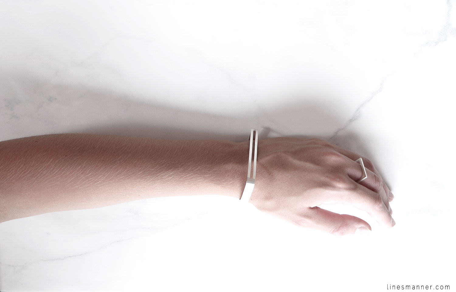 Lines-Manner-Timeless-Modern-Minimalism-Minimal-Designer-Montreal-Designed-Hand_made-Man_Made-Linear-Arc_Jewellery-Montreal-Ring-Bracelet-Essentials-Jewelry-Jewellery-Quality-Fresh-Brightly-7