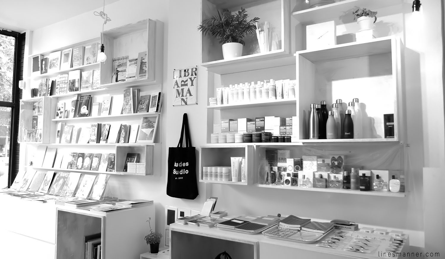 Lines-Manner-Concept-Boutique-Store-Minimal-Trend-Essentials-Basics-Staples-Ibiki-Montreal-Canada-Art-Contemporary-Artistic-Details-Monochrome-Black_and_White-13