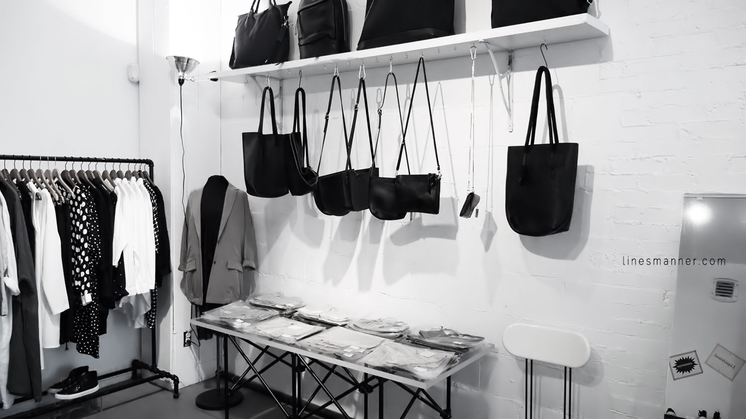 Lines-Manner-Concept-Boutique-Store-Minimal-Trend-Essentials-Basics-Staples-Ibiki-Montreal-Canada-Art-Contemporary-Artistic-Details-Monochrome-Black_and_White-12