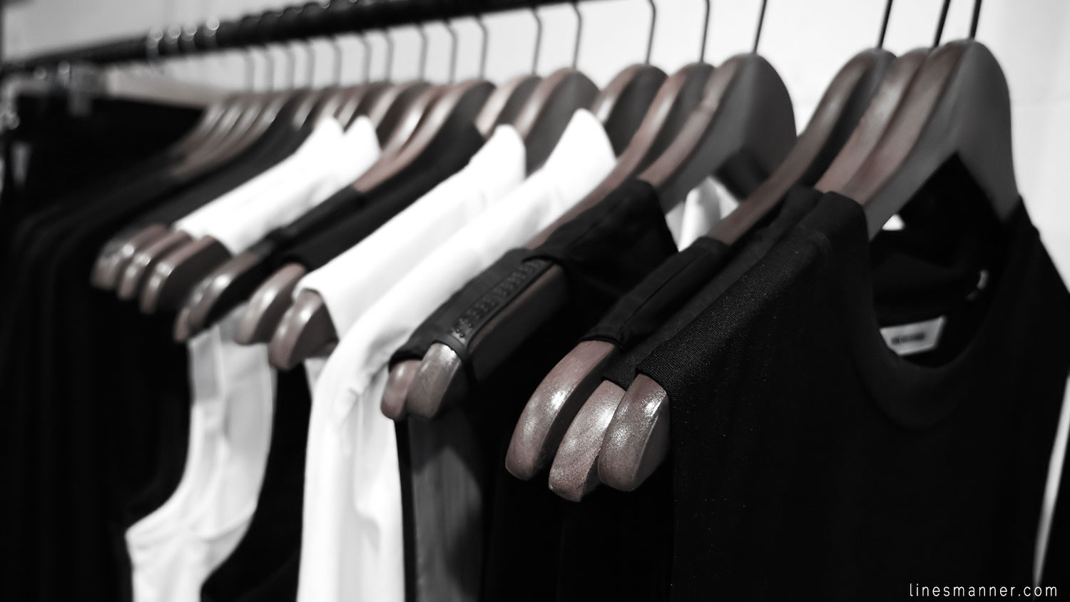 Lines-Manner-Concept-Boutique-Store-Minimal-Trend-Essentials-Basics-Staples-Ibiki-Montreal-Canada-Art-Contemporary-Artistic-Details-Monochrome-Black_and_White-3
