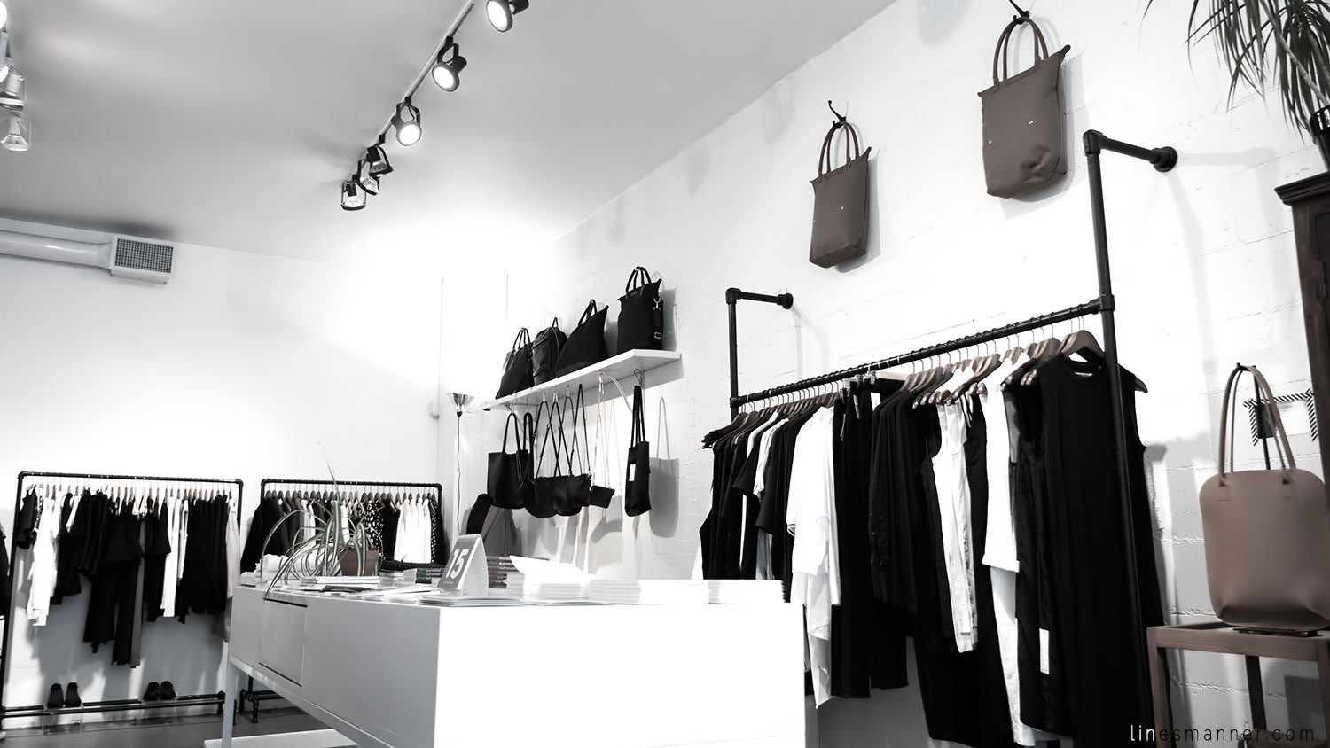 Lines-Manner-Concept-Boutique-Store-Minimal-Trend-Essentials-Basics-Staples-Ibiki-Montreal-Canada-Art-Contemporary-Artistic-Details-Monochrome-Black_and_White-1
