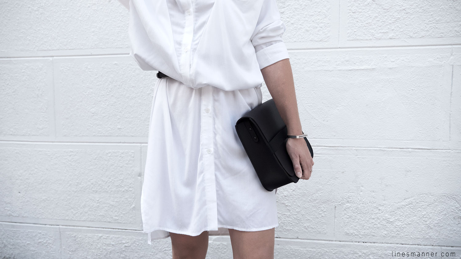 Lines-Manner-Whiteout-Fashion-Minimal-Clean-Fresh-Brigthly-All_White-Monochrome-Immaculate-Trend-Style-Sleek-Slouchy-Details-White_Shirt-Transeasonal-Dressing-Outfit-9