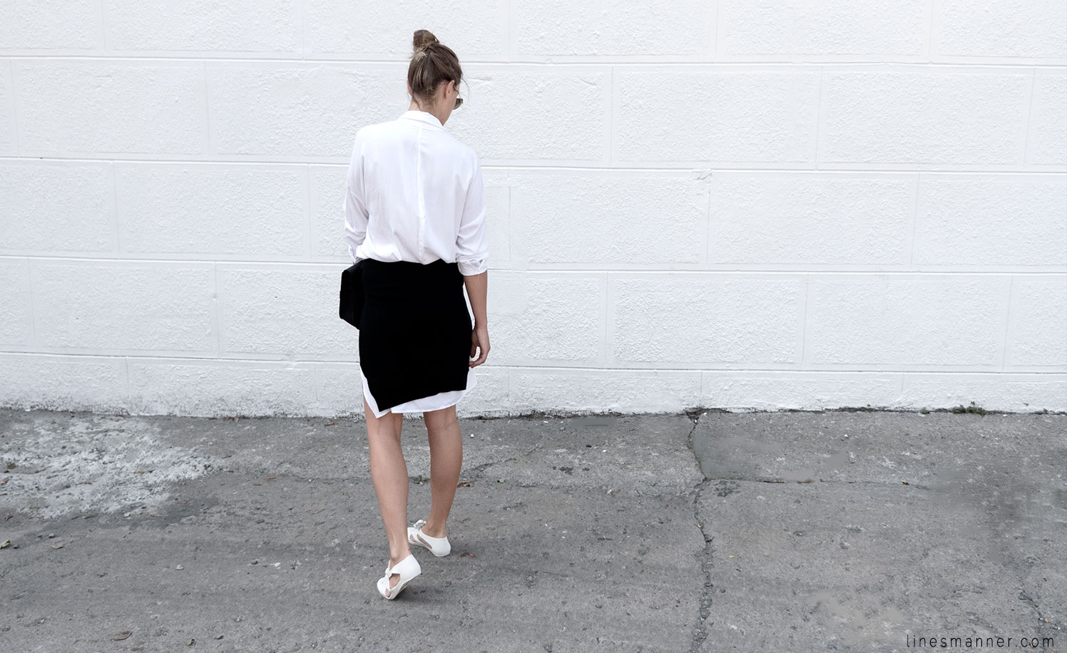 Lines-Manner-Whiteout-Fashion-Minimal-Clean-Fresh-Brigthly-All_White-Monochrome-Immaculate-Trend-Style-Sleek-Slouchy-Details-White_Shirt-Transeasonal-Dressing-Outfit-12