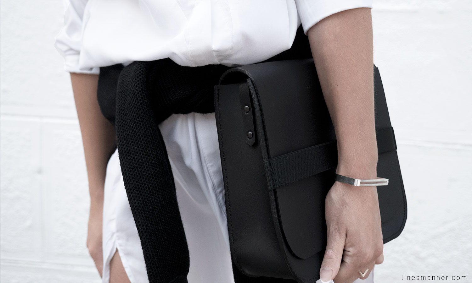 Lines-Manner-Whiteout-Fashion-Minimal-Clean-Fresh-Brigthly-All_White-Monochrome-Immaculate-Trend-Style-Sleek-Slouchy-Details-White_Shirt-Transeasonal-Dressing-Outfit-13