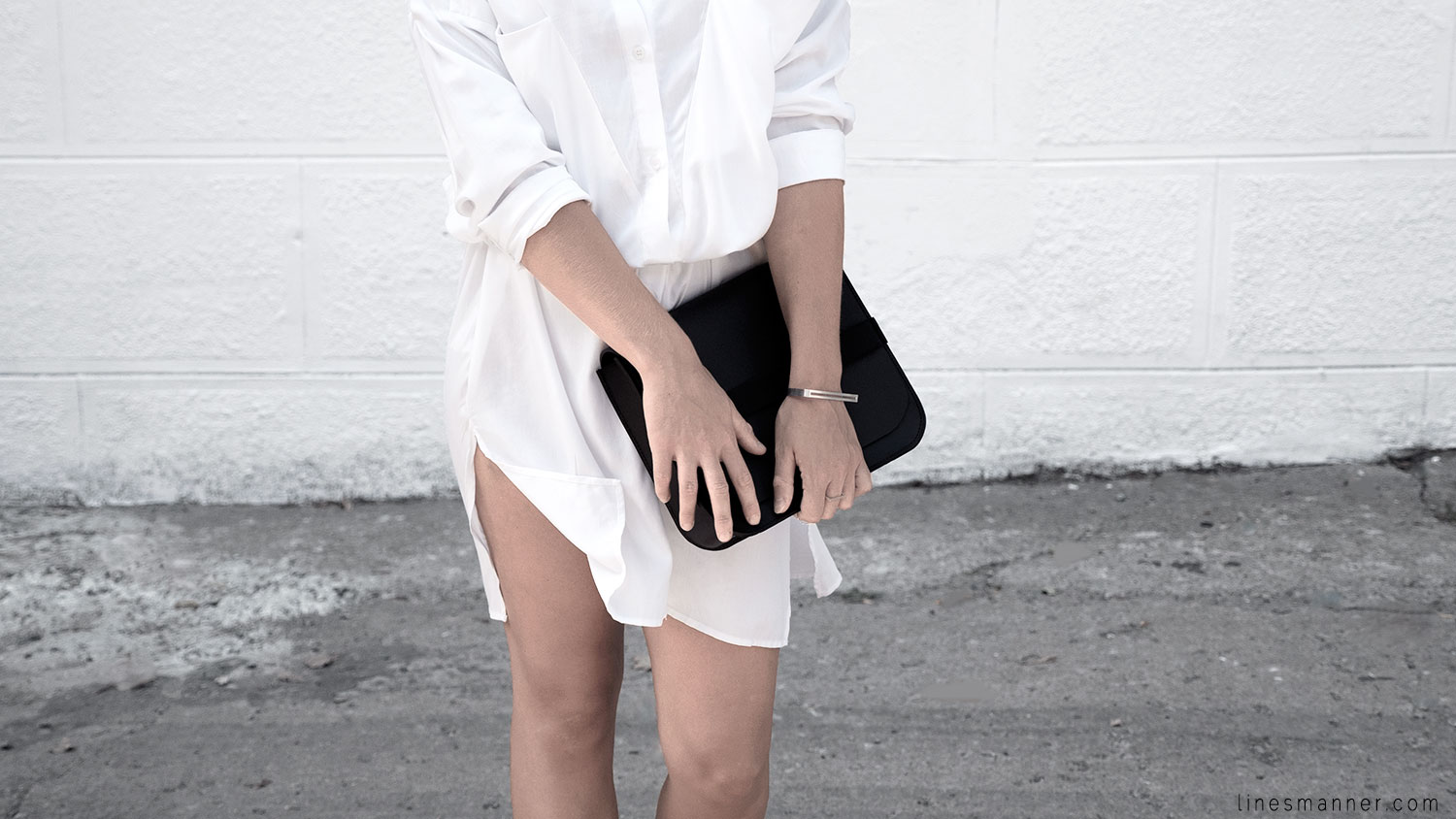 Lines-Manner-Whiteout-Fashion-Minimal-Clean-Fresh-Brigthly-All_White-Monochrome-Immaculate-Trend-Style-Sleek-Slouchy-Details-White_Shirt-Transeasonal-Dressing-Outfit-1