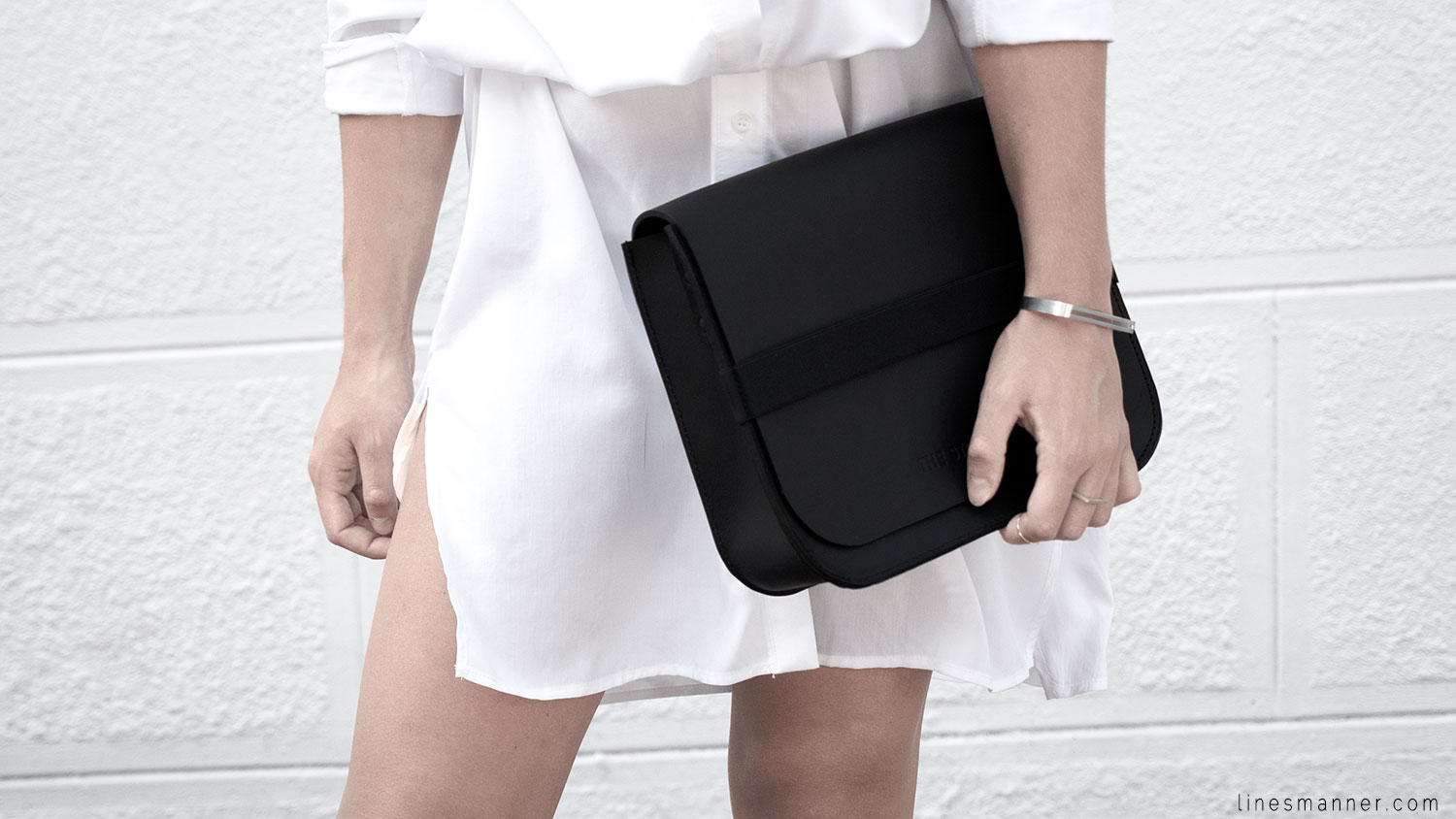 Lines-Manner-Whiteout-Fashion-Minimal-Clean-Fresh-Brigthly-All_White-Monochrome-Immaculate-Trend-Style-Sleek-Slouchy-Details-White_Shirt-Transeasonal-Dressing-Outfit-5
