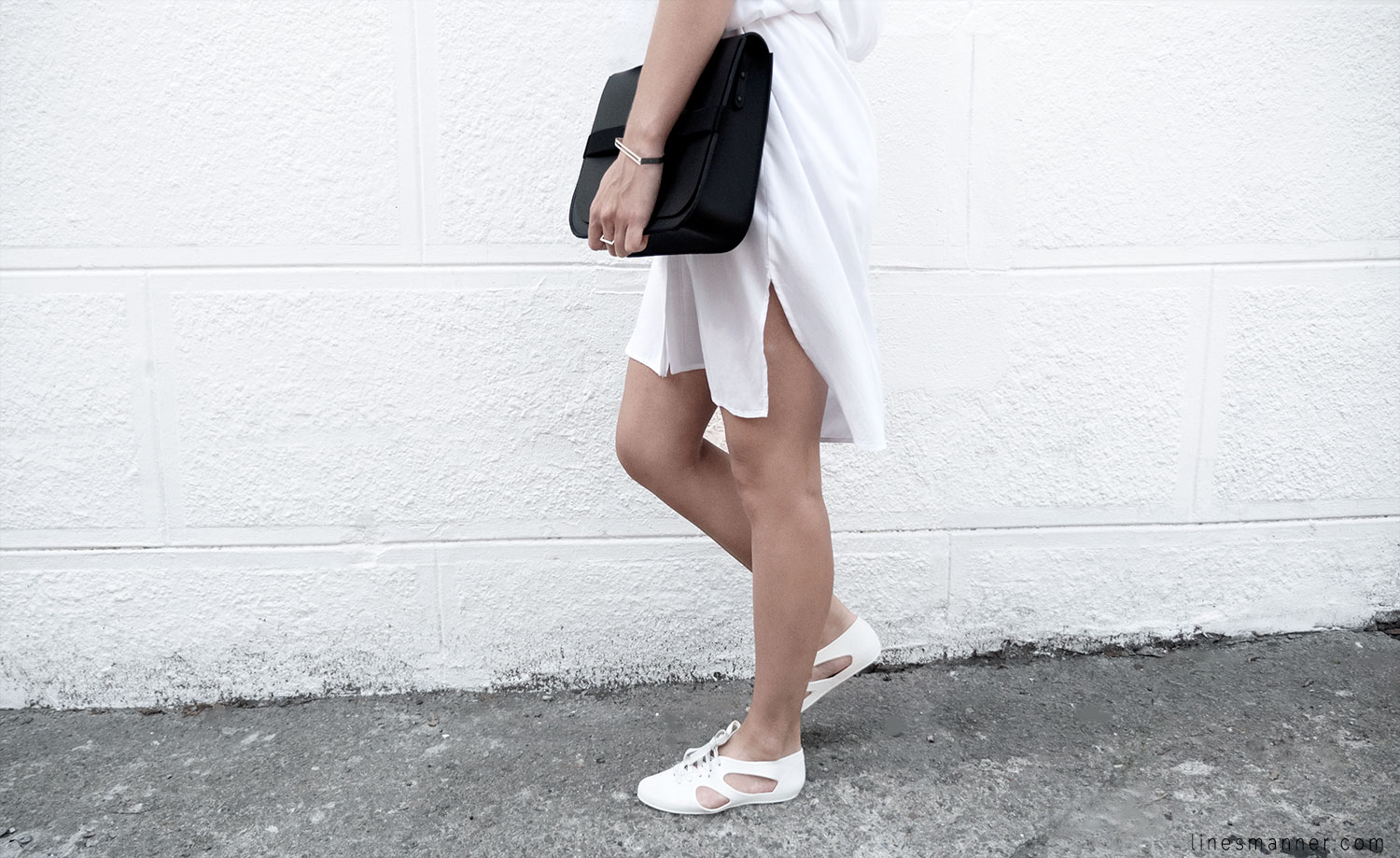 Lines-Manner-Whiteout-Fashion-Minimal-Clean-Fresh-Brigthly-All_White-Monochrome-Immaculate-Trend-Style-Sleek-Slouchy-Details-White_Shirt-Transeasonal-Dressing-Outfit-8