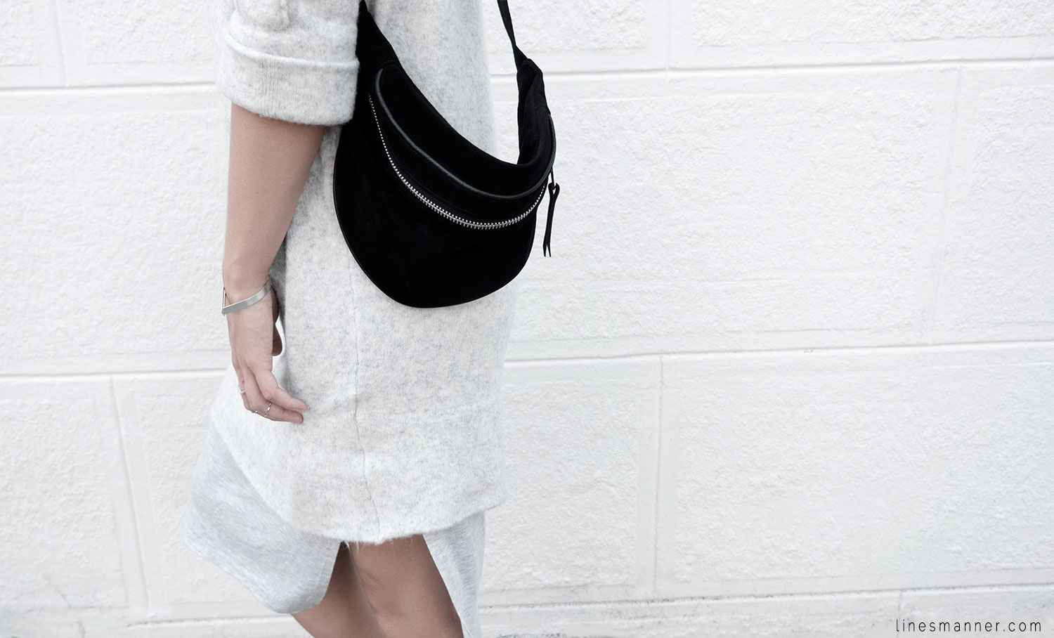Lines-Manner-Fashion-Collaboration-The_Demeler-Monochrome-Grey_on_Grey-Fresh-Brightly-Outfit-Simplicity-Details-Trend-Minimalist-Flowy-Layering-Sleeves-Sweater_Dress-7