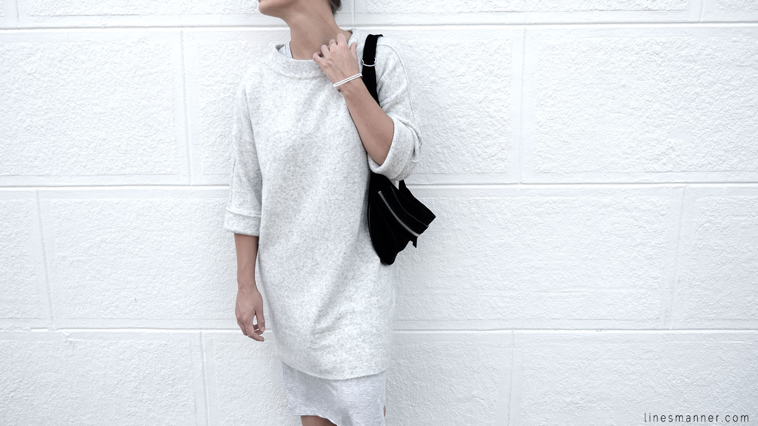 Lines-Manner-Fashion-Collaboration-The_Demeler-Monochrome-Grey_on_Grey-Fresh-Brightly-Outfit-Simplicity-Details-Trend-Minimalist-Flowy-Layering-Sleeves-Sweater_Dress-15