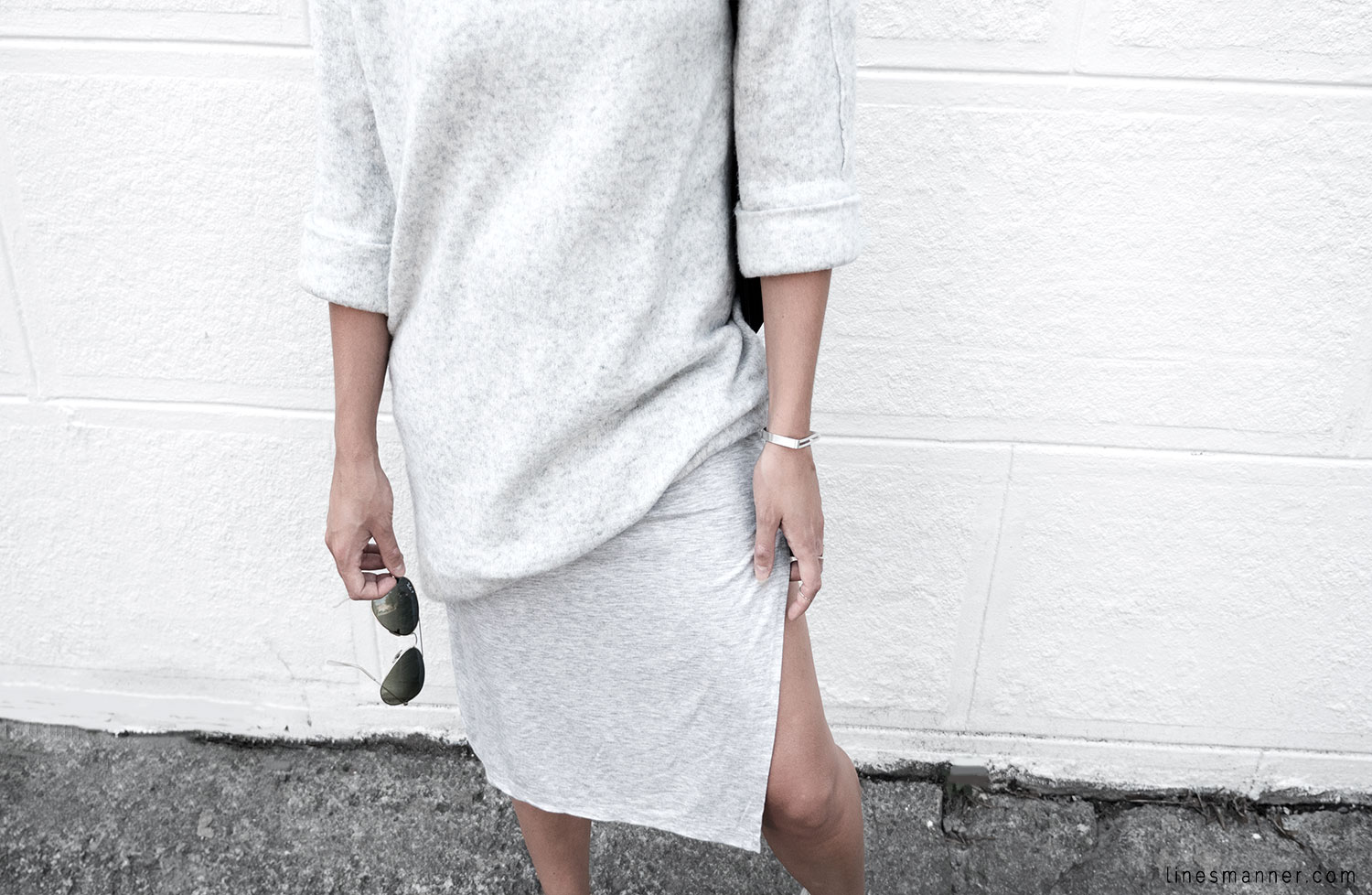 Lines-Manner-Fashion-Collaboration-The_Demeler-Monochrome-Grey_on_Grey-Fresh-Brightly-Outfit-Simplicity-Details-Trend-Minimalist-Flowy-Layering-Sleeves-Sweater_Dress-17