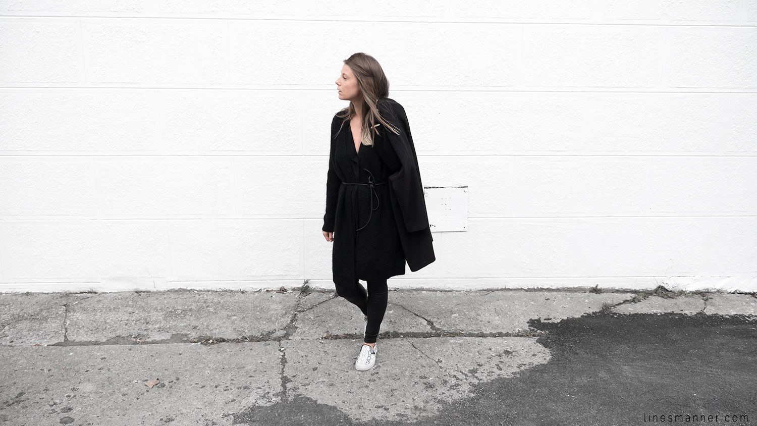 Lines-Manner-Timeless-Comfort-Essentials-Monochrome-Trend-Minimal-Textures-Oversized-Warm-Fall-Leather-Details-Simplicity-Modern-Basics-Outfit-Structure-2