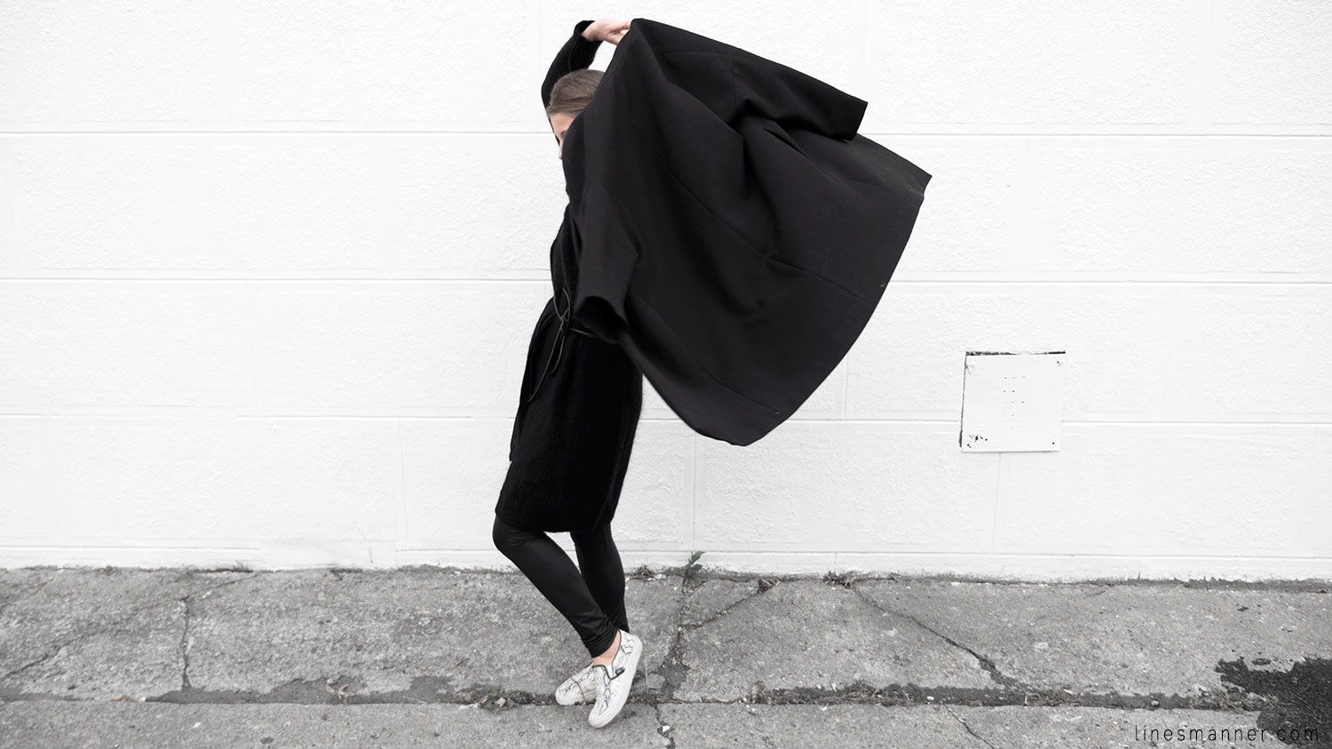 Lines-Manner-Timeless-Comfort-Essentials-Monochrome-Trend-Minimal-Textures-Oversized-Warm-Fall-Leather-Details-Simplicity-Modern-Basics-Outfit-Structure-6