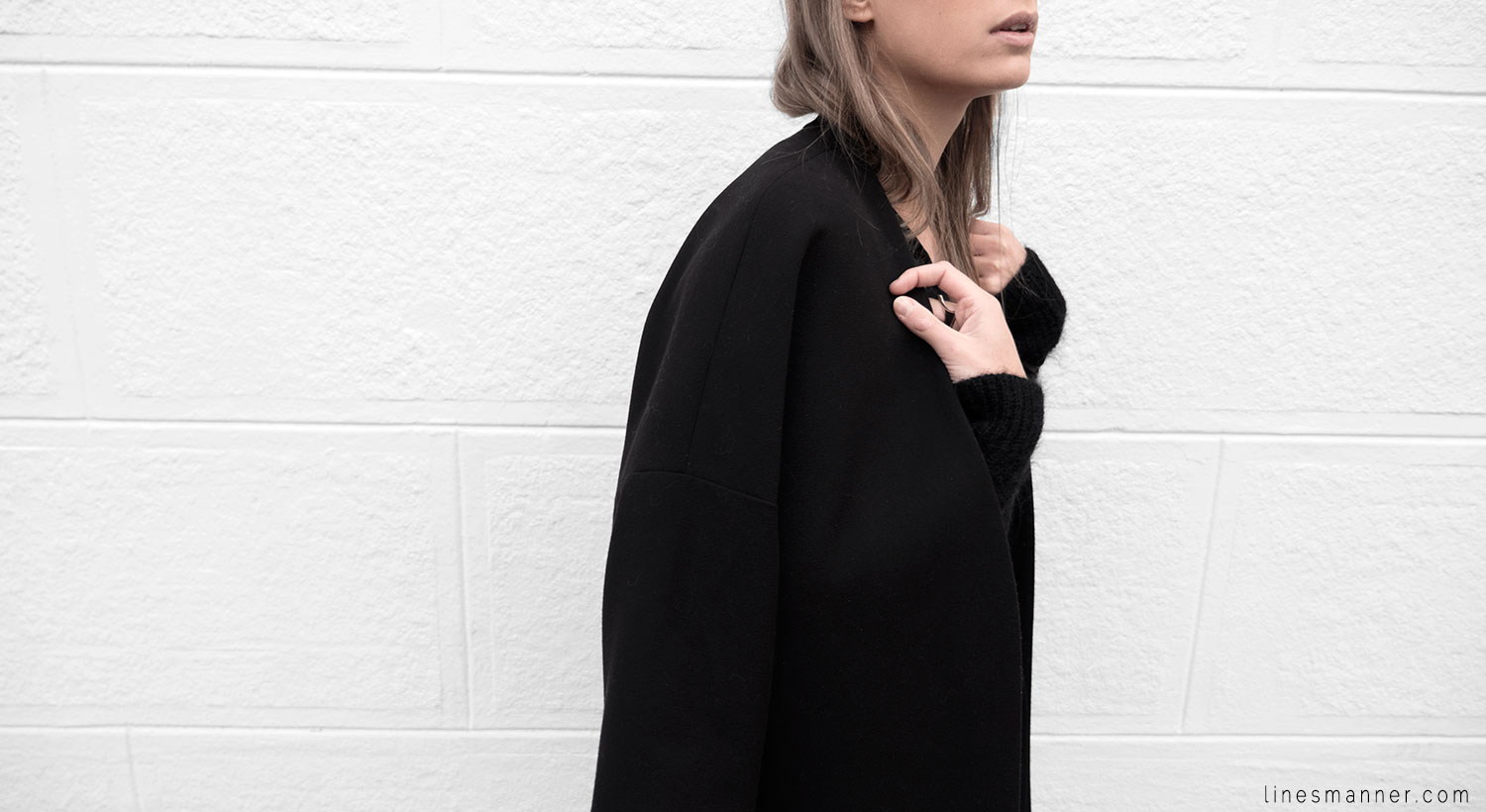 Lines-Manner-Timeless-Comfort-Essentials-Monochrome-Trend-Minimal-Textures-Oversized-Warm-Fall-Leather-Details-Simplicity-Modern-Basics-Outfit-Structure-5