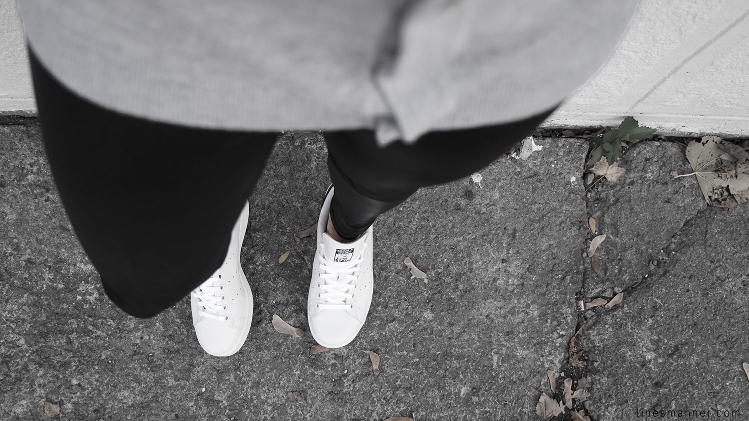 Lines-Manner-Timeless-Comfort-Essentials-Monochrome-Trend-Minimal-Textures-Fall-Details-Simplicity-Cardigan-Reveal-Sneakers-Stan_Smith-Adidas-Basics-Outfit-5