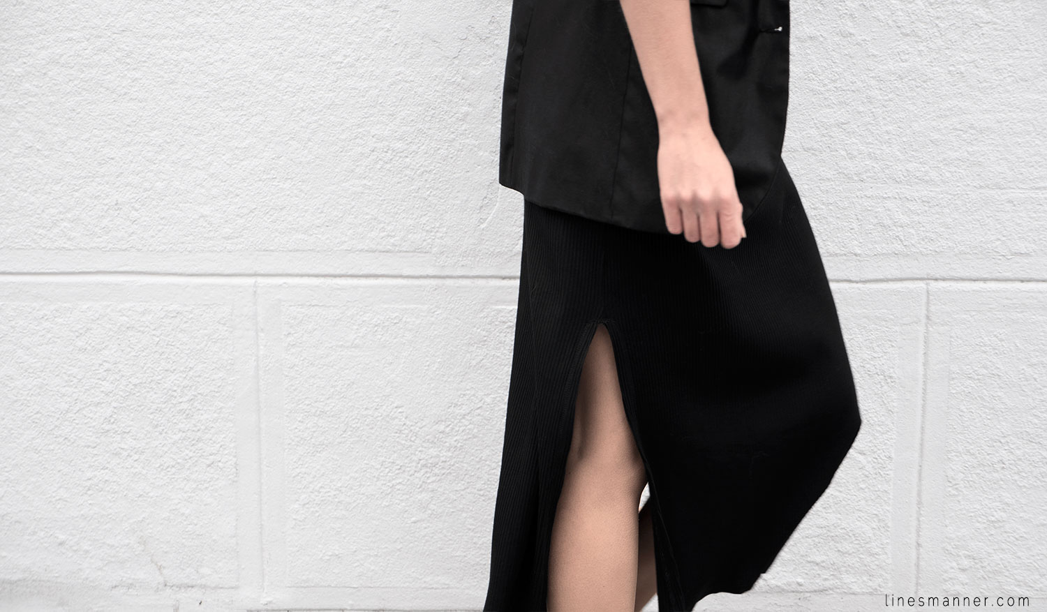 Lines-Manner-Black-Relaxed-Tone_on_Tone-Monochrome-Minimal-Sophistication-Comfort-Modern-Simplicity-Casual-Sporty_Luxe-Slit_Dress-Thrid_Form-Blazer-Essentials-Details-Basics-Timeless-Verstatile-Staple-Wardrobe-Sleek-Clean_Lines-All_Black_Everything-11