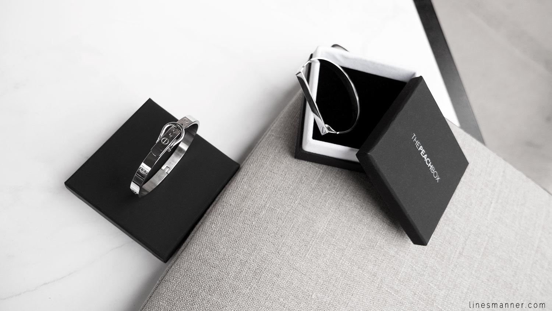 Lines-Manner-Silver-Cuff-Minimal-Simplicity-Metal-Refined-Elegant-Peach_Box-Jewelry-1