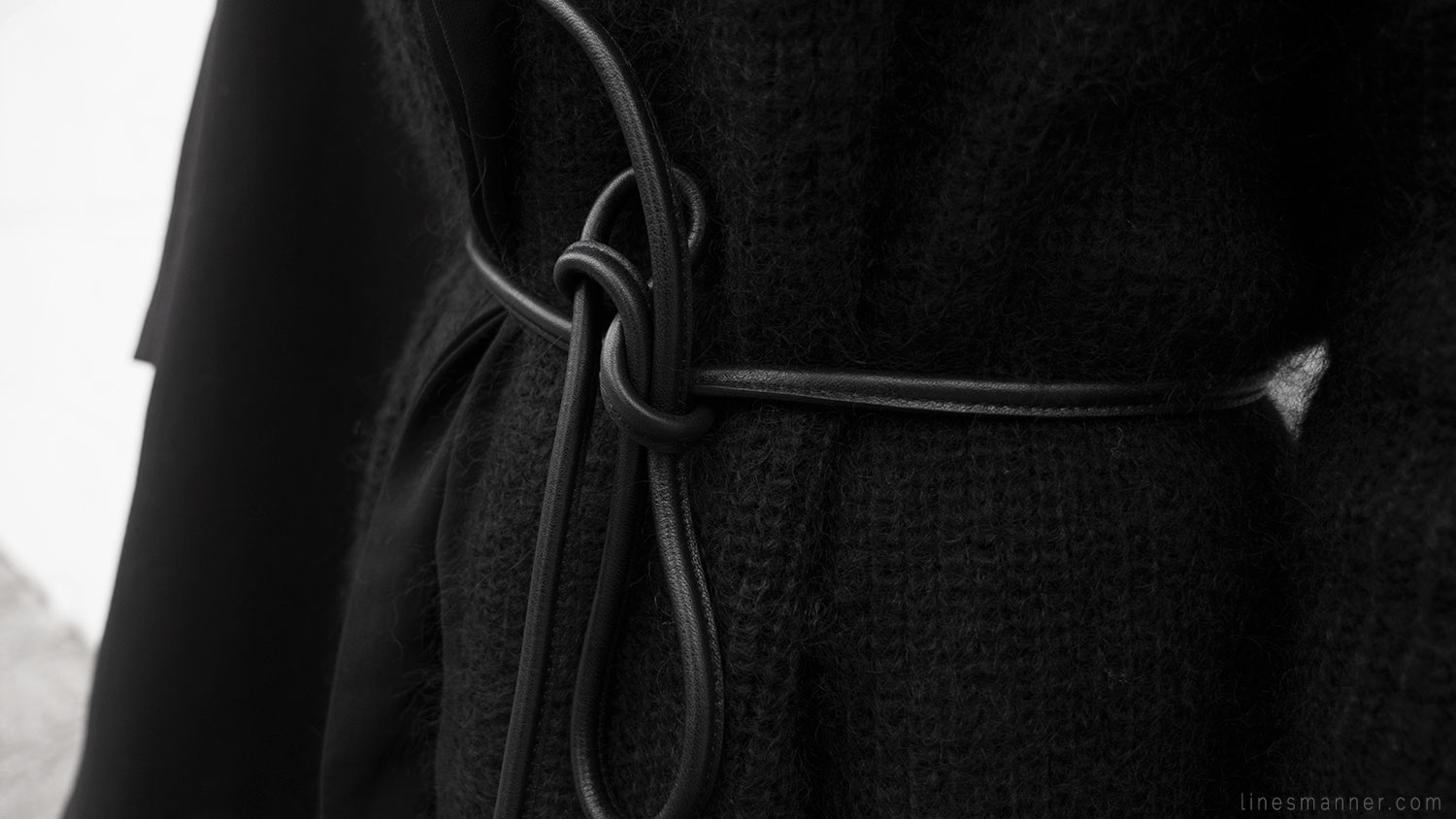 Lines-Manner-Remind-2015-Minimal-Essential-Outfit-Inspiration-Blog-Timeless-Year-Seasons-Details-Travel-Fashion-Versatile-Clean-Sleek-Quality-31