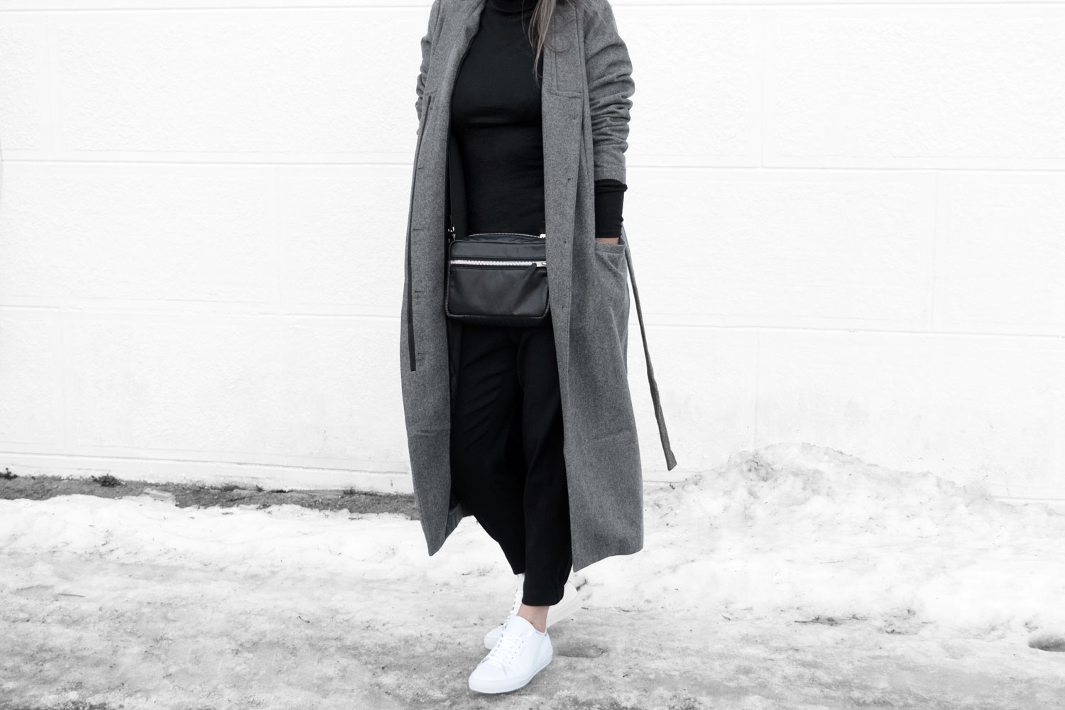 Lines-Manner-Simplicity-Neutral-Palette-Functional-Versatile-Timeless-Grey-Winter_Coat-Details-Essentials-Minimal-Basics-1bis