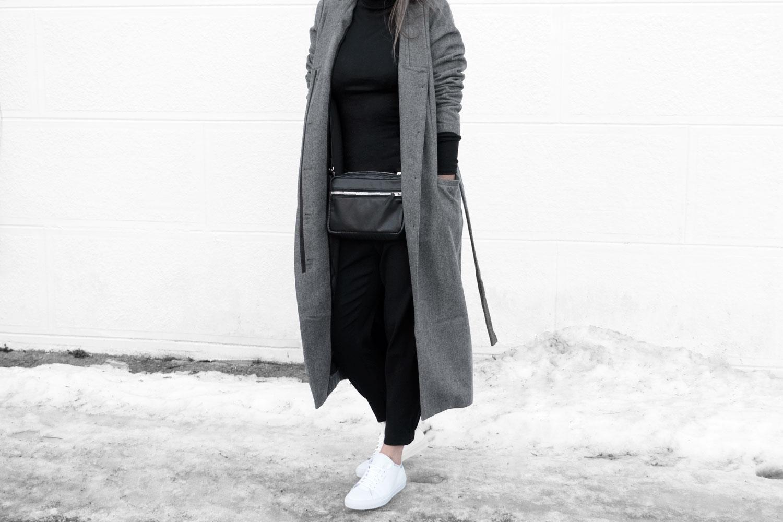 Lines-Manner-Simplicity-Neutral-Palette-Functional-Versatile-Timeless-Grey-Winter_Coat-Details-Essentials-Minimal-Basics-1bis