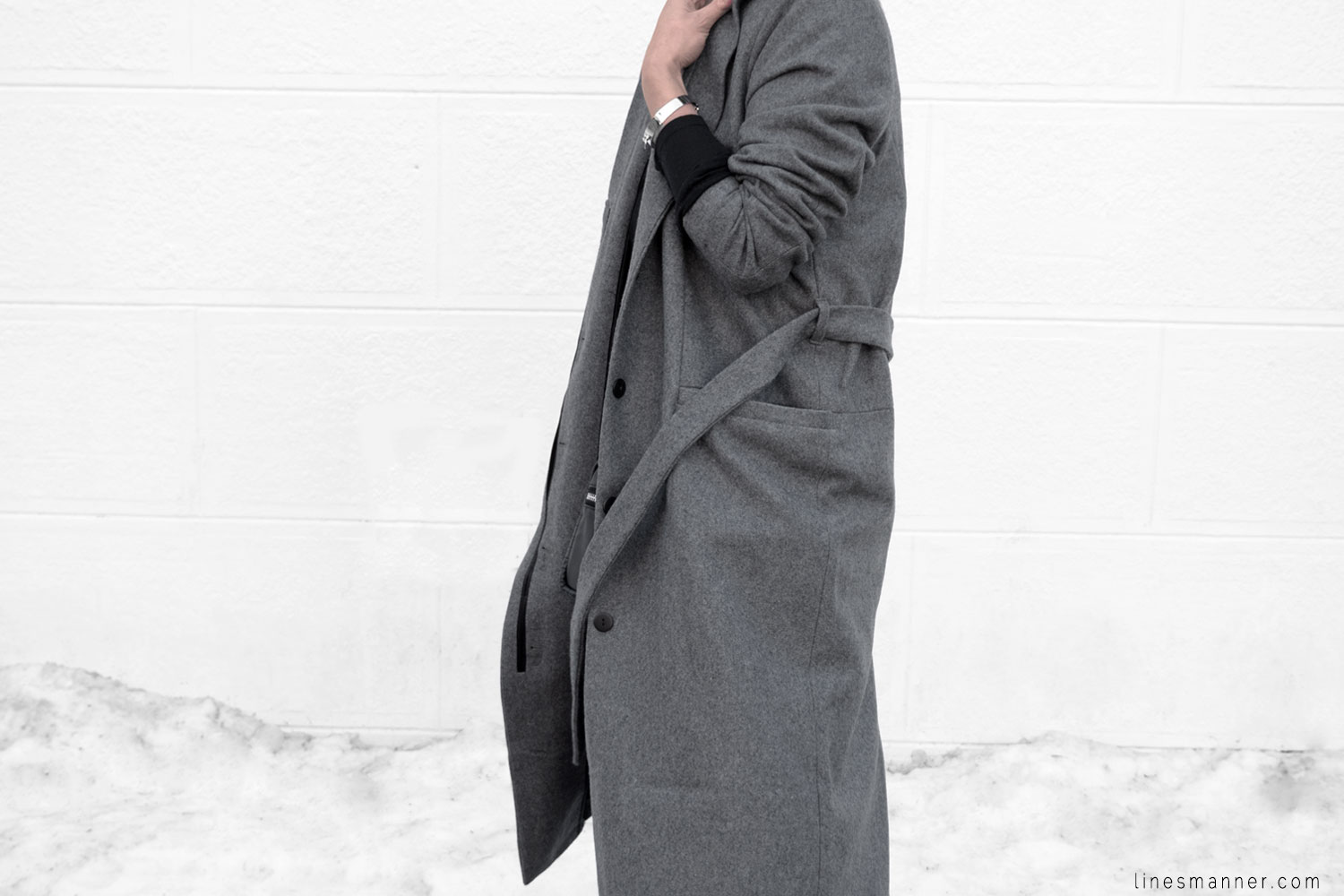 Lines-Manner-Simplicity-Neutral-Palette-Functional-Versatile-Timeless-Grey-Winter_Coat-Details-Essentials-Minimal-Basics-8