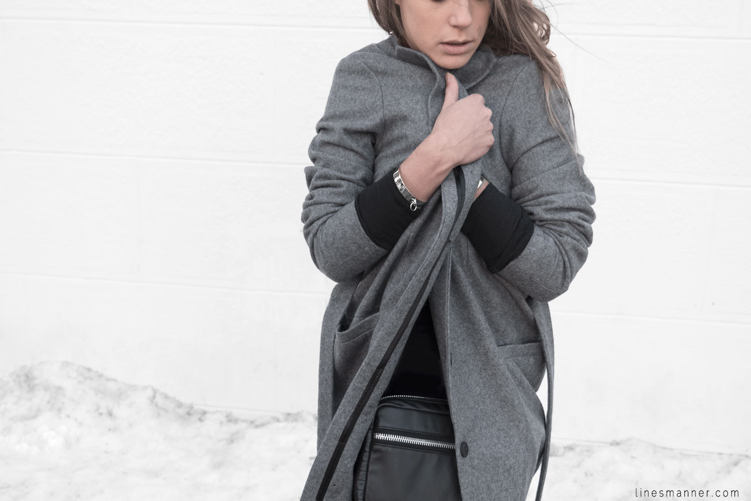 Lines-Manner-Simplicity-Neutral-Palette-Functional-Versatile-Timeless-Grey-Winter_Coat-Details-Essentials-Minimal-Basics-6