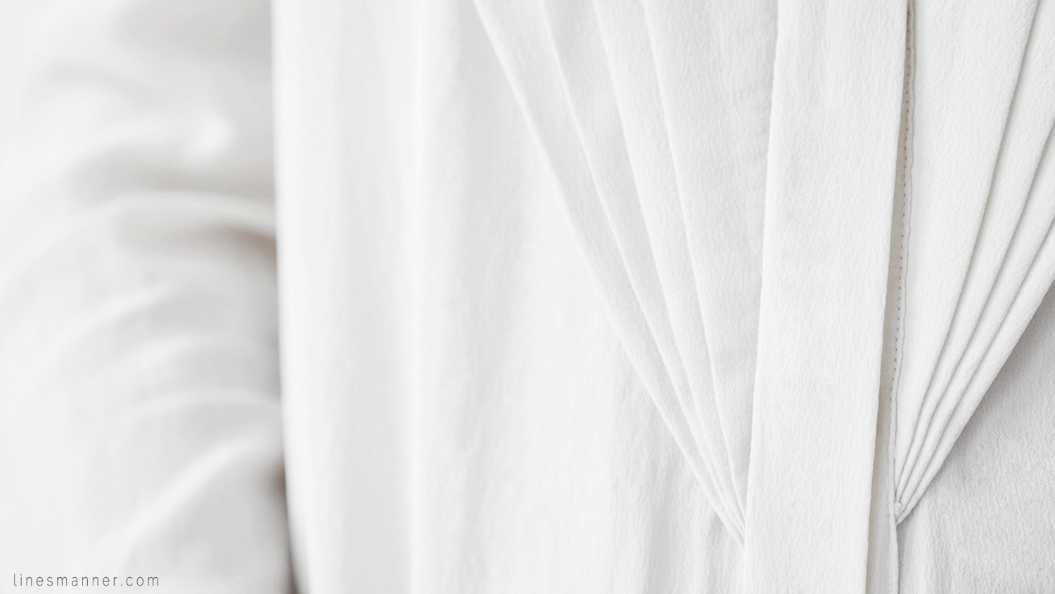 Lines-Manner-Remind-2015-Minimal-Essential-Outfit-Inspiration-Blog-Timeless-Year-Seasons-Details-Travel-Fashion-Versatile-Clean-Sleek-Quality-7