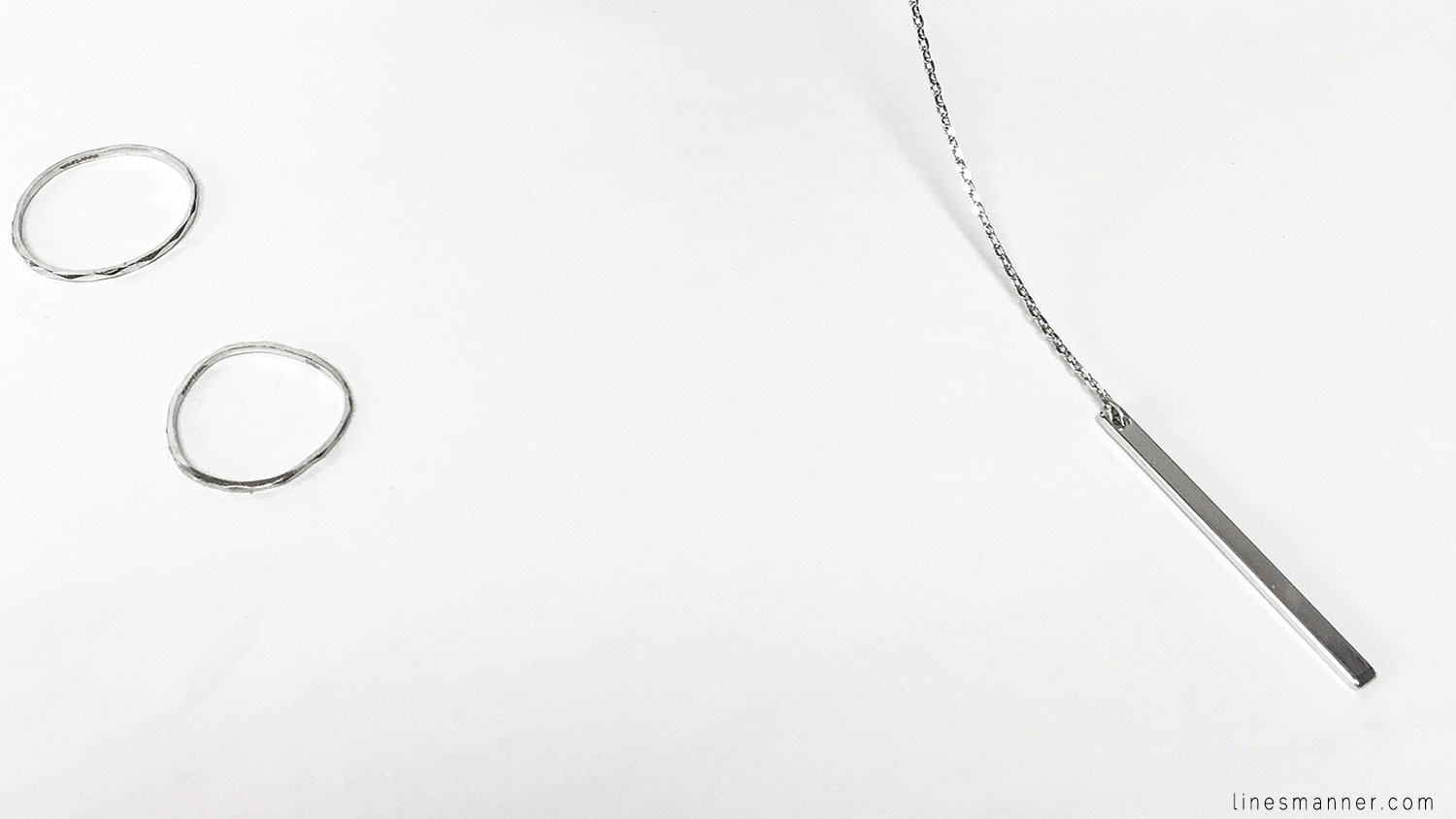 Lines-Manner-Essentials-Details-Edgy-Contemporary-Silver-Hardware-Minimal-Aesthetic-Timeless-Quality-Jewellery-Madeleine_Issing-Shopmoortown-Klarf-Jewel_Rue-1