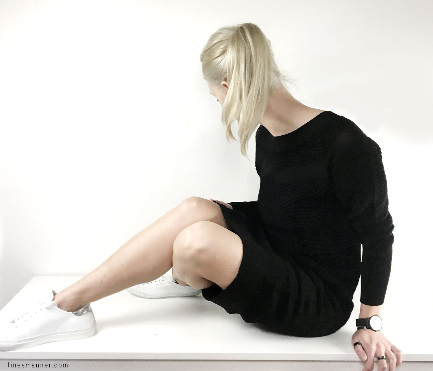 Lines-Manner-Sweater_dress-Sneakers-Native_Stranger-Monochrome-Minimal-Black-Basics-Monochrome-Details-3