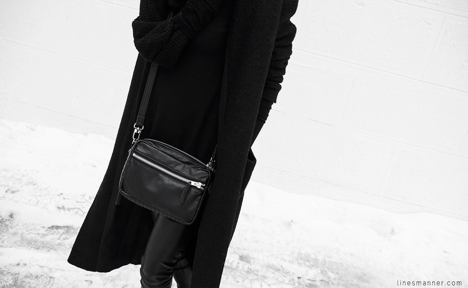 Lines-Manner-All_black_everything-monochrome-essentials-oversize-fit-textures-minimal-details-basics-staples-kayering-bundled-enveloped-silver-leather-13