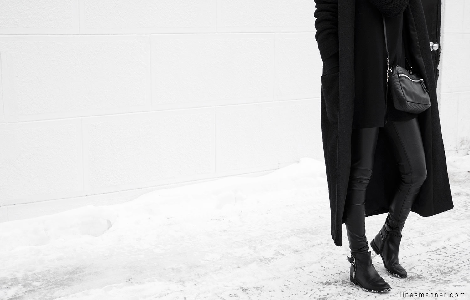 Lines-Manner-All_black_everything-monochrome-essentials-oversize-fit-textures-minimal-details-basics-staples-kayering-bundled-enveloped-silver-leather-11