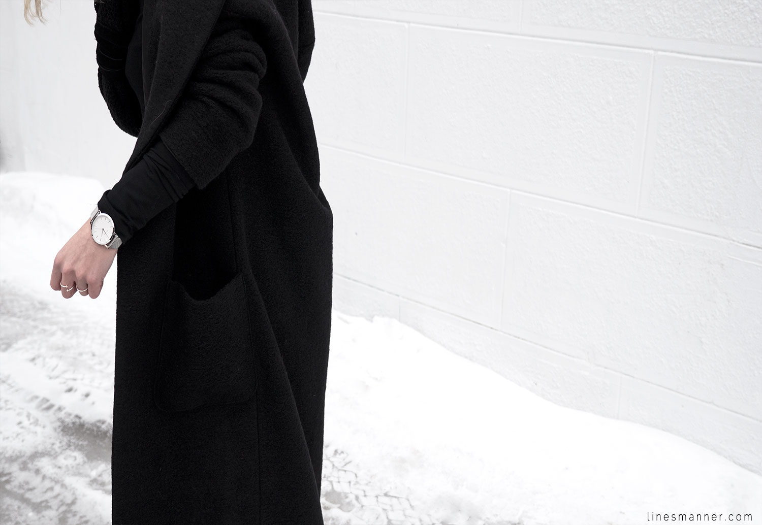 Lines-Manner-All_black_everything-monochrome-essentials-oversize-fit-textures-minimal-details-basics-staples-kayering-bundled-enveloped-silver-leather-17