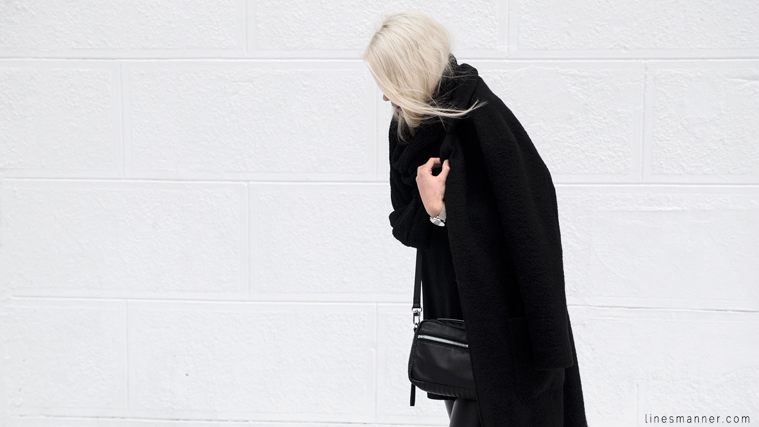 Lines-Manner-All_black_everything-monochrome-essentials-oversize-fit-textures-minimal-details-basics-staples-kayering-bundled-enveloped-silver-leather-6