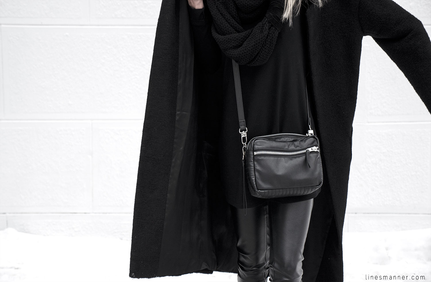 Lines-Manner-All_black_everything-monochrome-essentials-oversize-fit-textures-minimal-details-basics-staples-kayering-bundled-enveloped-silver-leather-15