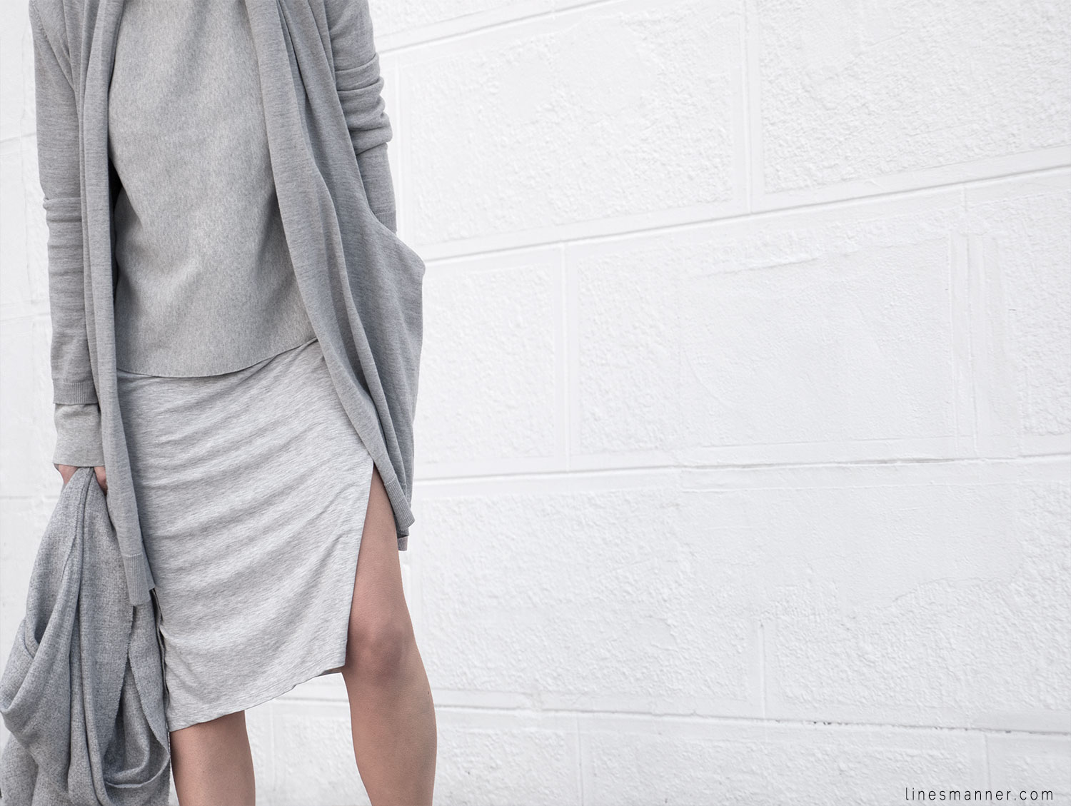 Lines-Manner-Outfit-Grey_on_grey-All_grey-Simplicty-Relaxed-Casual-Textures-Essential-Details-Staples-Minimal-Knit-Cardigan-Coisa-Layering-10