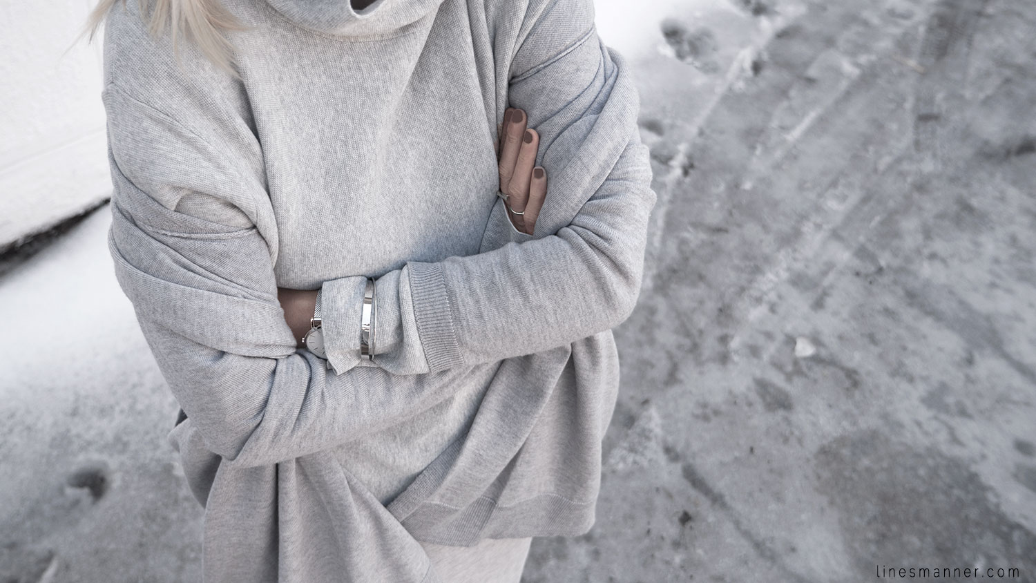 Lines-Manner-Outfit-Grey_on_grey-All_grey-Simplicty-Relaxed-Casual-Textures-Essential-Details-Staples-Minimal-Knit-Cardigan-Coisa-Layering-3