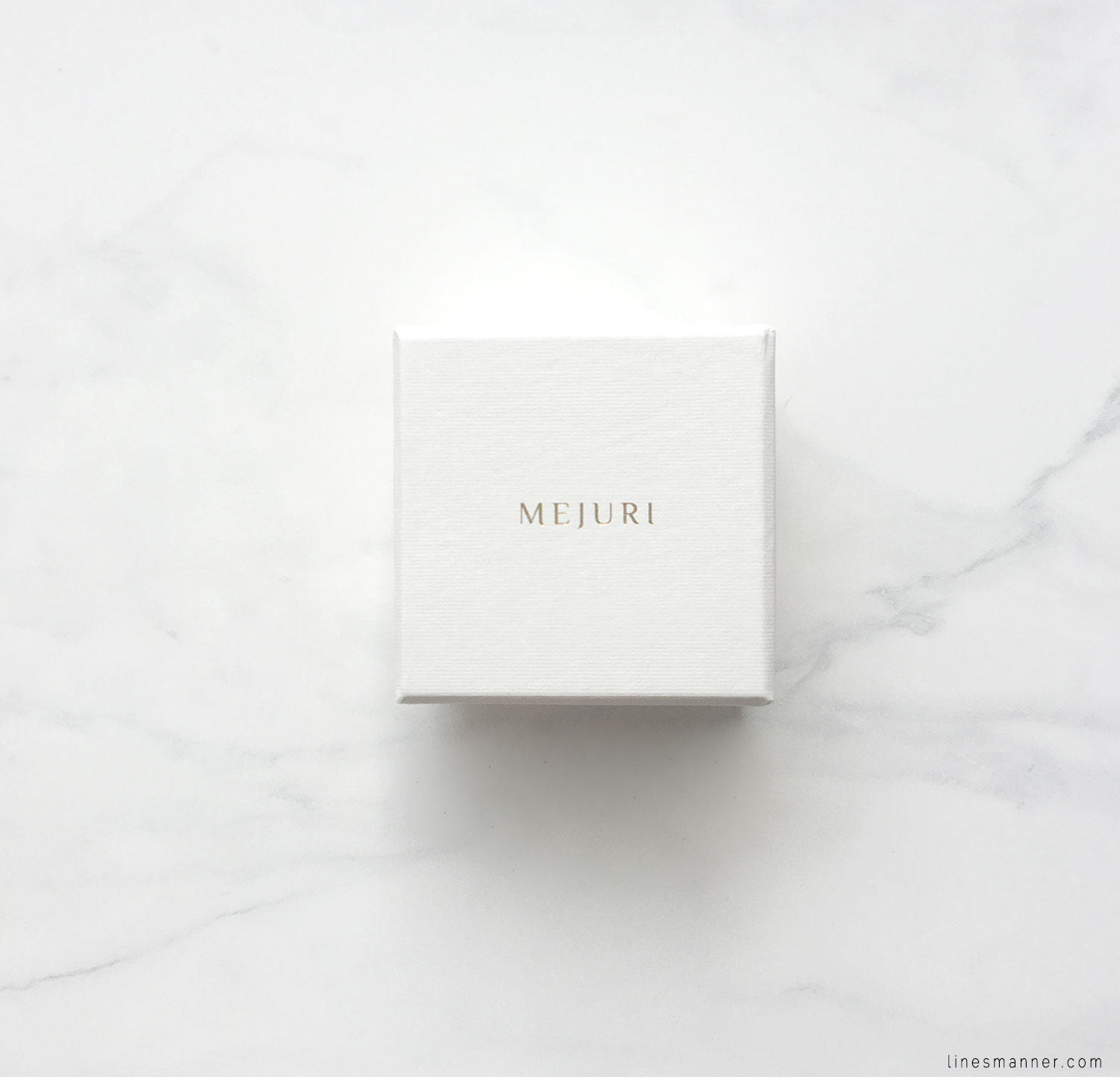 Lines-Manner-Details-Mejuri-Marble-Essentials-Minimal-Jewellery-Silver-Ring-Delicate-Monochrome-Simplicity-2