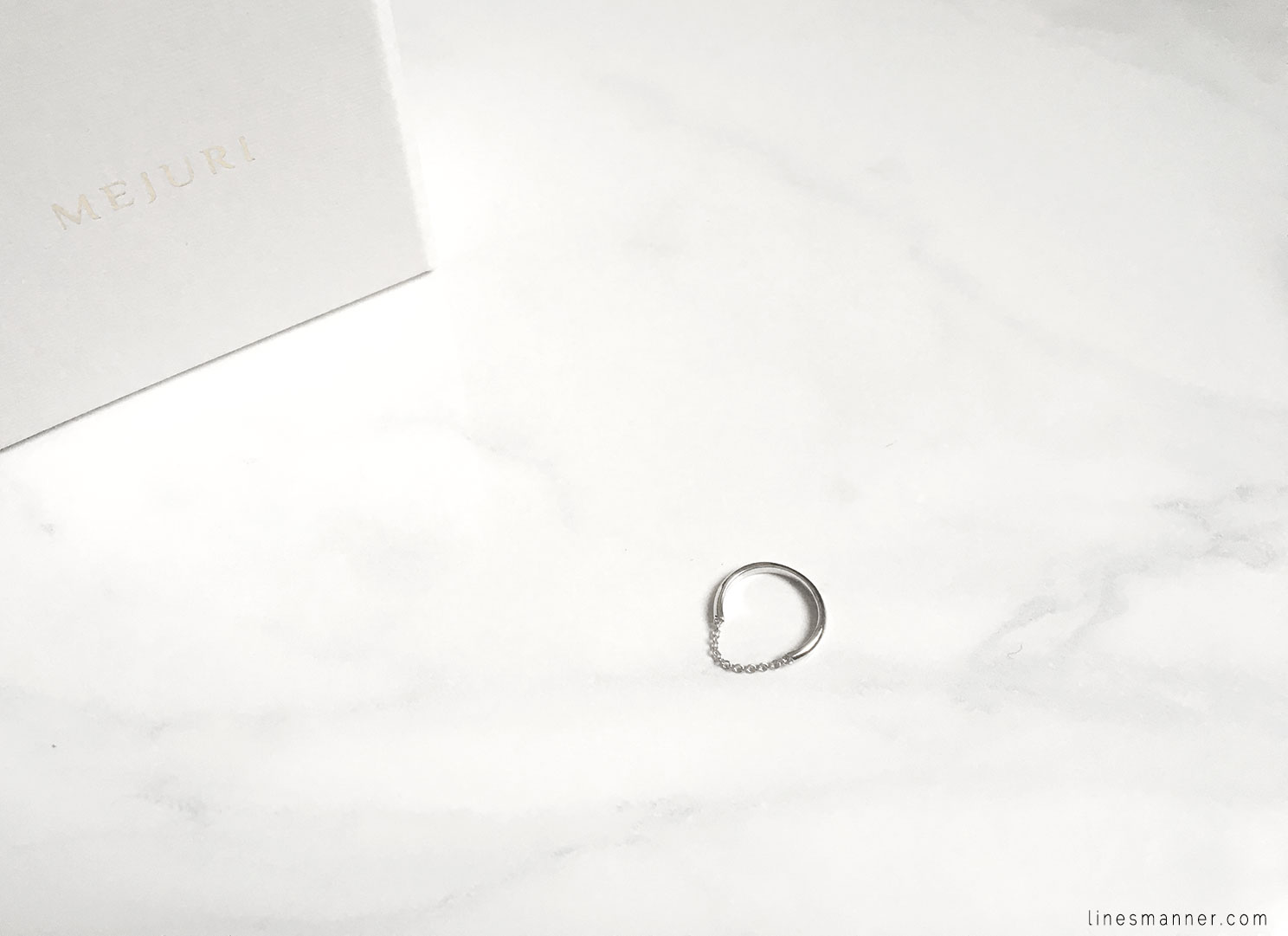 Lines-Manner-Details-Mejuri-Marble-Essentials-Minimal-Jewellery-Silver-Ring-Delicate-Monochrome-Simplicity-6
