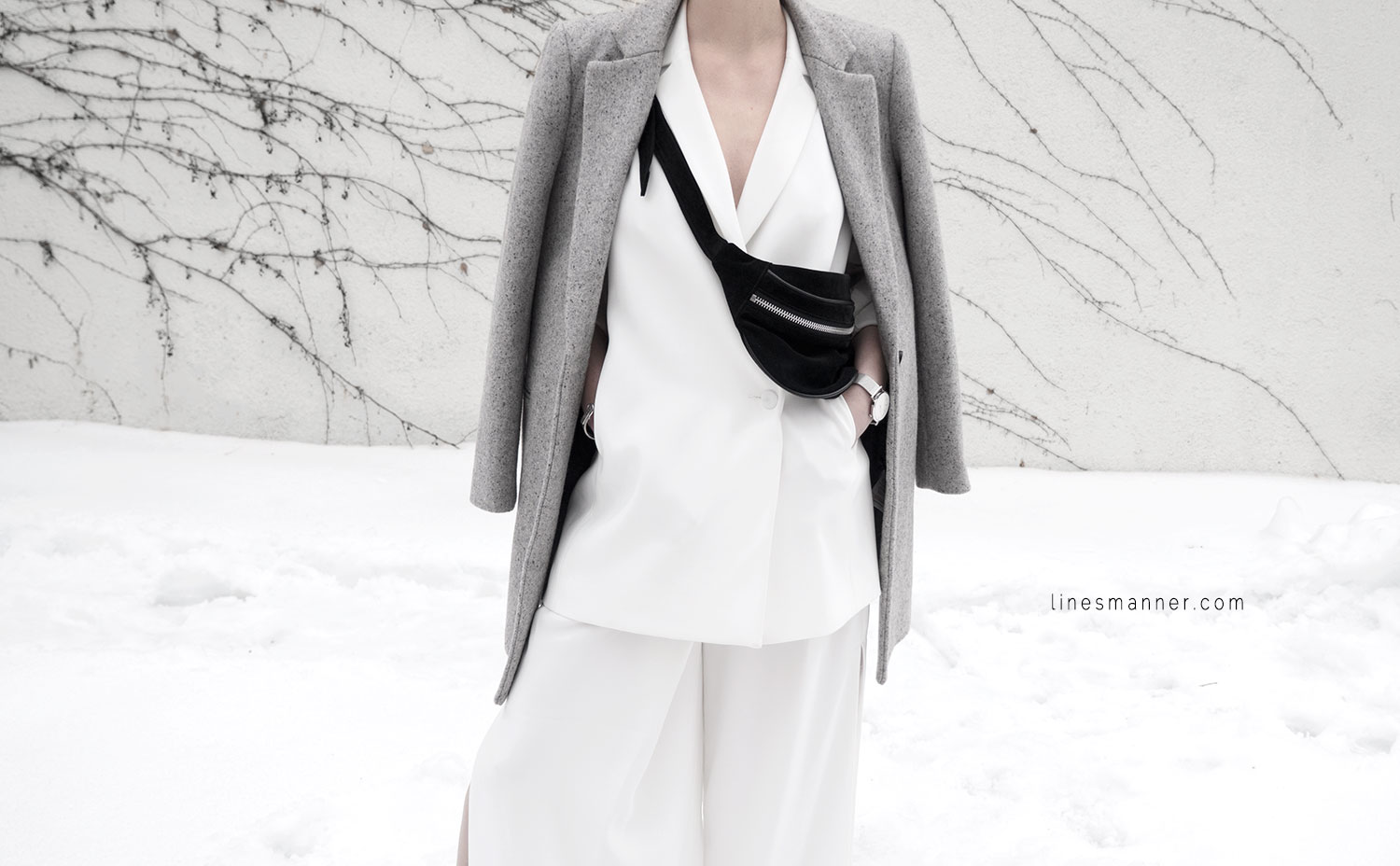 Lines-Manner-White_on_White-All_white-relaxed-shapes-tailored-blazer-pantsuit-clean-details-staples-essentials-sleek-LXE-box bag-light-fresh-slouchy-3