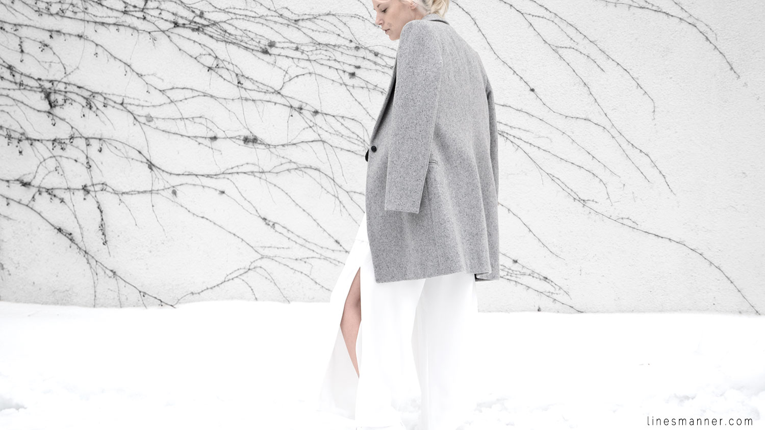 Lines-Manner-White_on_White-All_white-relaxed-shapes-tailored-blazer-pantsuit-clean-details-staples-essentials-sleek-LXE-box bag-light-fresh-slouchy-12