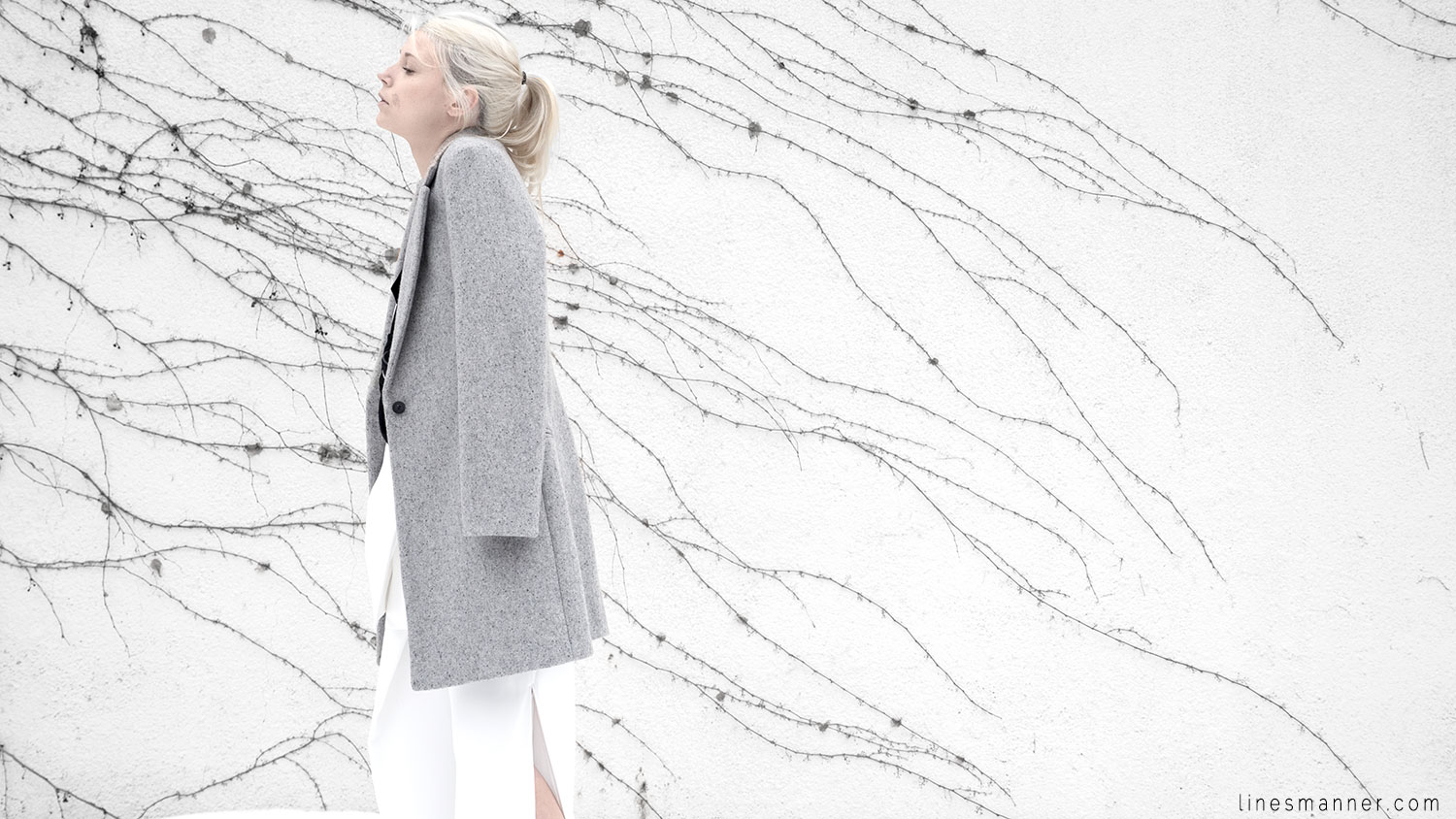 Lines-Manner-White_on_White-All_white-relaxed-shapes-tailored-blazer-pantsuit-clean-details-staples-essentials-sleek-LXE-box bag-light-fresh-slouchy-6