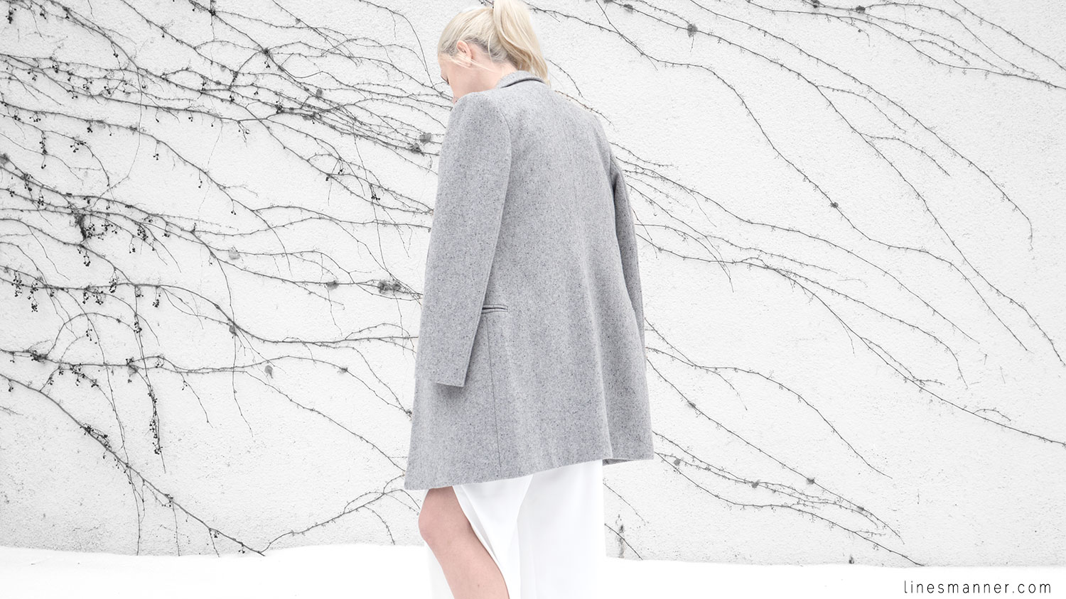 Lines-Manner-White_on_White-All_white-relaxed-shapes-tailored-blazer-pantsuit-clean-details-staples-essentials-sleek-LXE-box bag-light-fresh-slouchy-10
