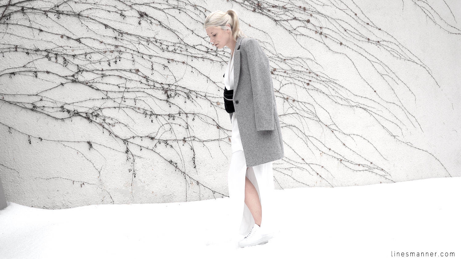 Lines-Manner-White_on_White-All_white-relaxed-shapes-tailored-blazer-pantsuit-clean-details-staples-essentials-sleek-LXE-box bag-light-fresh-slouchy-4