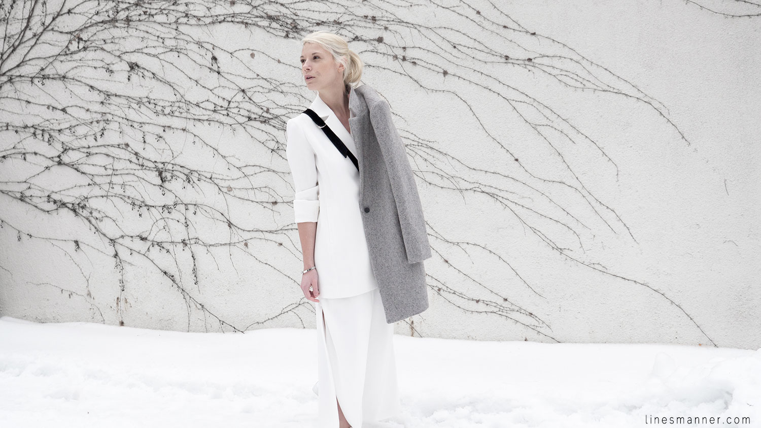 Lines-Manner-White_on_White-All_white-relaxed-shapes-tailored-blazer-pantsuit-clean-details-staples-essentials-sleek-LXE-box bag-light-fresh-slouchy-2