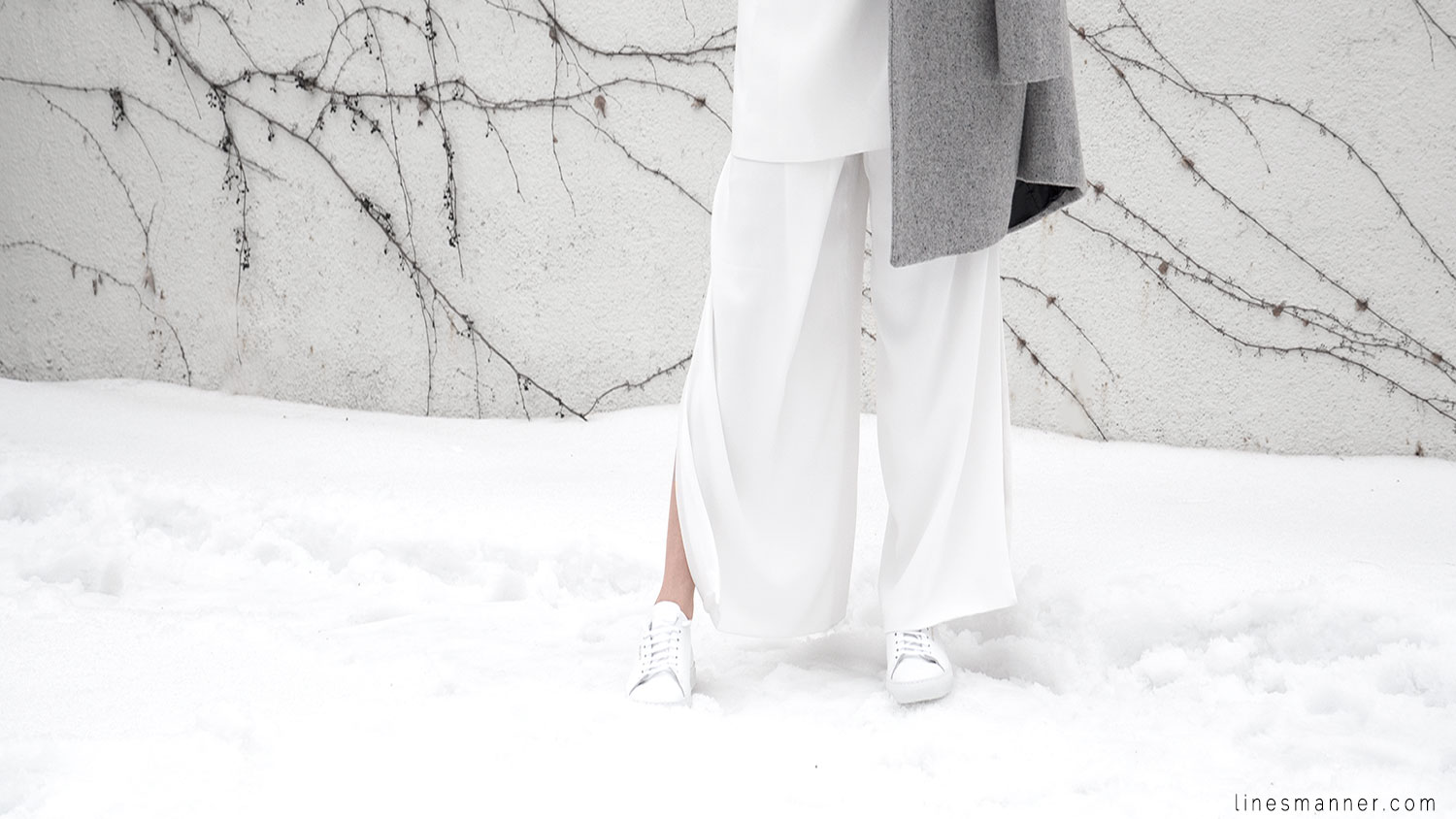 Lines-Manner-White_on_White-All_white-relaxed-shapes-tailored-blazer-pantsuit-clean-details-staples-essentials-sleek-LXE-box bag-light-fresh-slouchy-8