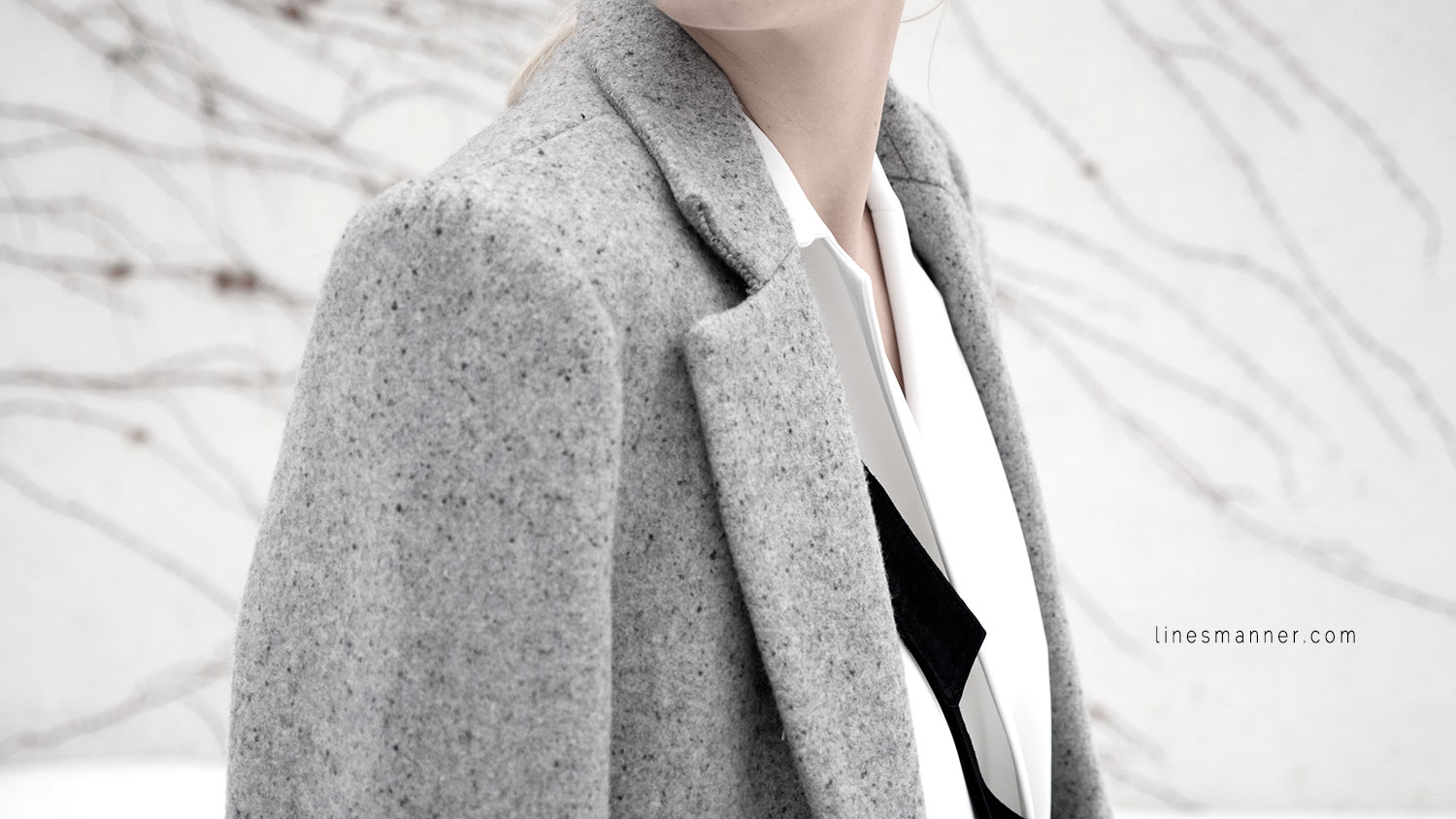 Lines-Manner-White_on_White-All_white-relaxed-shapes-tailored-blazer-pantsuit-clean-details-staples-essentials-sleek-LXE-box bag-light-fresh-slouchy-11