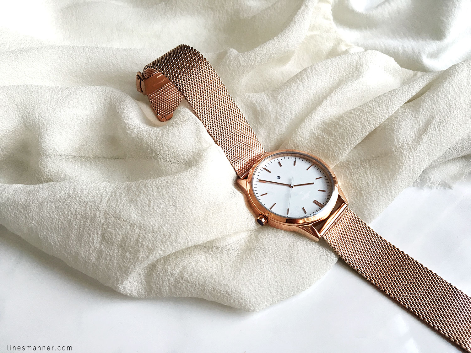 Lines-Manner-Rose_Gold-Under_The_Sun-Details-Essentials-Delicate-Minimal-Watch-Elegant-Effortless-2
