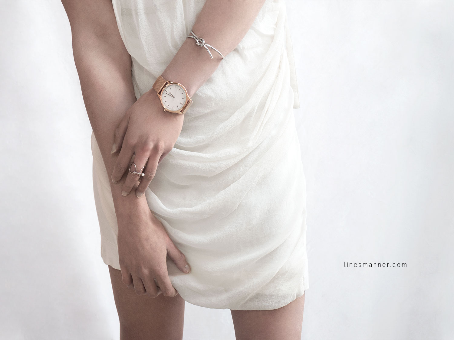 Lines-Manner-Rose_Gold-Under_The_Sun-Details-Essentials-Delicate-Minimal-Watch-Elegant-Effortless-3