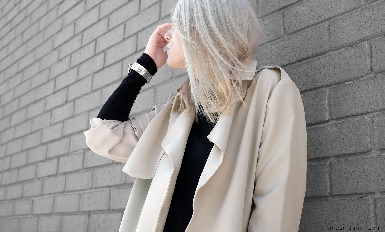 Lines-Manner-Trench-Minimal-Outfits-Fashion-Essentials-Classics-Timeless-Versatile-Details-Hues-Nonchalance-Elegance-Casual-Effortless-8