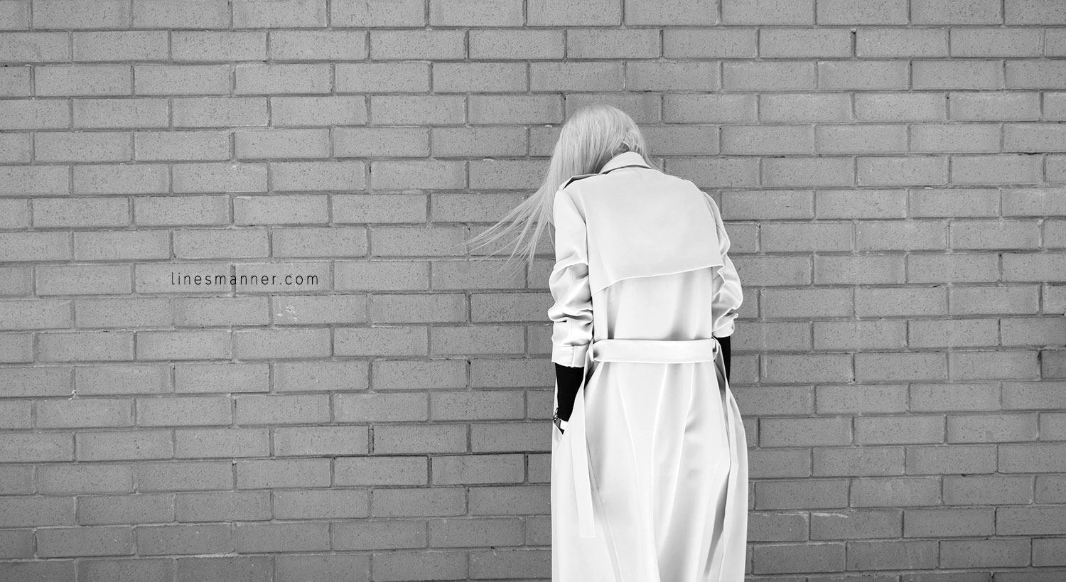 Lines-Manner-Trench-Minimal-Outfits-Fashion-Essentials-Classics-Timeless-Versatile-Details-Hues-Nonchalance-Elegance-Casual-Effortless-4